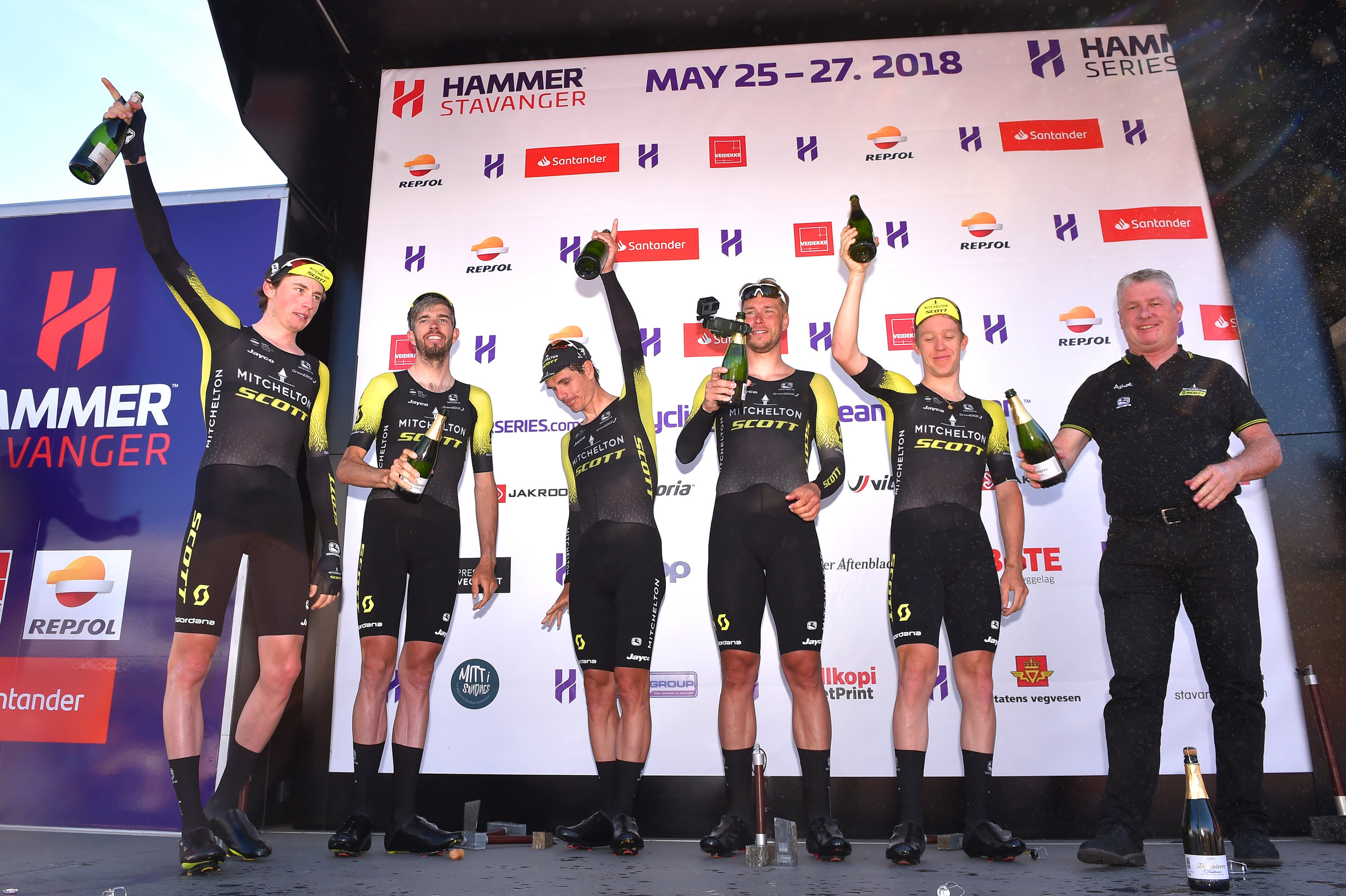 Champagne for Mitchelton-SCOTT on the podium at Hammer Stavanger in 2018 (Getty Images)
