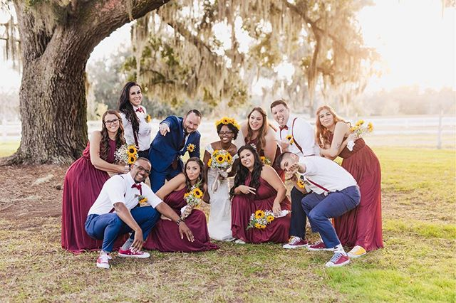 A good squad photo is necessary on your wedding day 🙌🏻 #AVPweddings