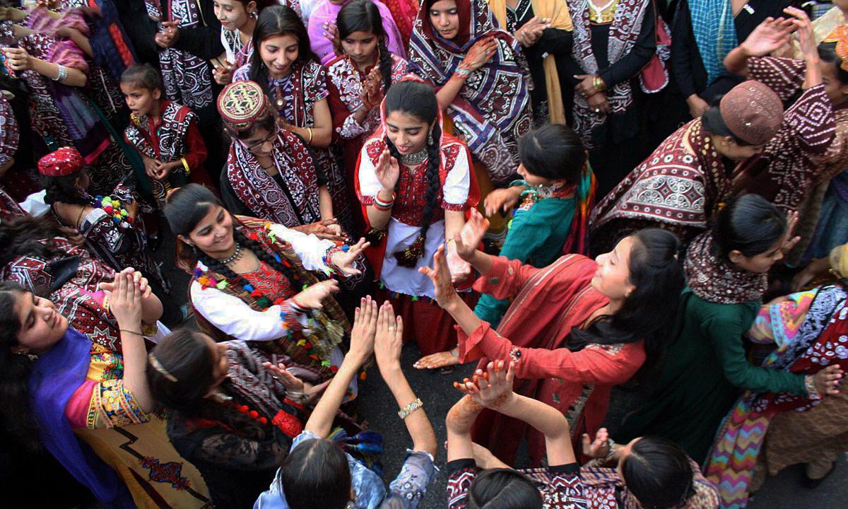 Women dance to traditional Sindhi songs in Karachi (Photo via    Dawn Images   )