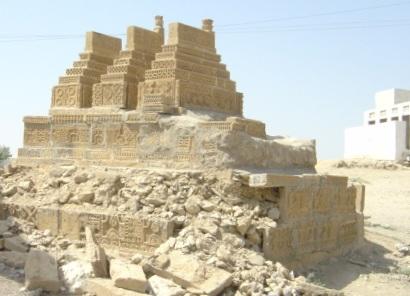 Shrine of Pir Mangho in Manghopir, Karachi (Photo by Muhammad Saqib Khan)