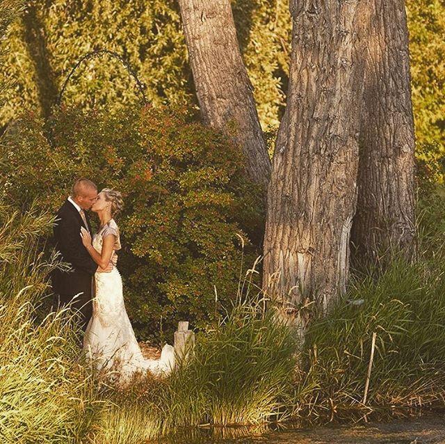 Wedding season in full swing🙌🏻 #weddingparty #weddingstyle #roseriverreceptions #idahoweddingvenue #idahowedding #eastidahoweddingvenue #eastidahowedding #riverwedding #outdoorweddingvenue #idahobride #eastidahobride #roseriverreceptions