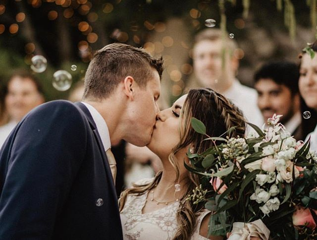 You may kiss the bride💗 📷 Credit @carleighandpreston #weddingparty #weddingstyle #roseriverreceptions #idahoweddingvenue #idahowedding #eastidahoweddingvenue #eastidahowedding #riverwedding #outdoorweddingvenue #idahobride #eastidahobride #roseriverreceptions