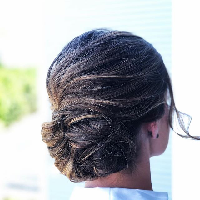 Romantic swept back updo for one of the most beautiful brides I've ever seen @jessicagoode89 👰🏻 ✨ . . . . . . . #saloninthemills #druvhairartistry #weddinghair #looseupdo #bridalhair #balayage #lowbun #romantichair #capecodwedding #newportwedding #capecodstylist #capecodhairdresser #capecodhairstylist #theknot #bostonwedding #modernbride #modernsalon #behindthechair #americansalon #bridesmaidhair #bridehair #updo #formalhair #eleganthair