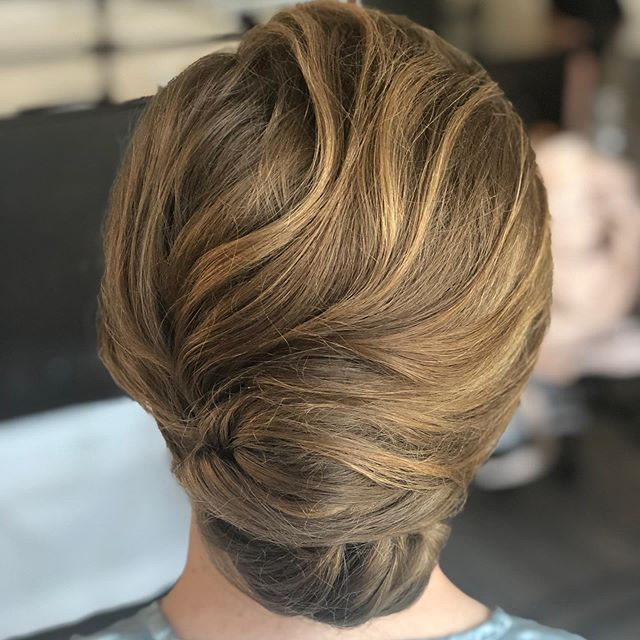 "What are you lovely people ""up-do"" on this Monday? . . . . . .  #updo #weddinghair #bridalhair #loosebun #bridesmaidhair #capecodwedding #wychmerebeachclub #bride #druvhairartistry #saloninthemills #texture #upstyles #lovewhatyoudo #weddingstylist"