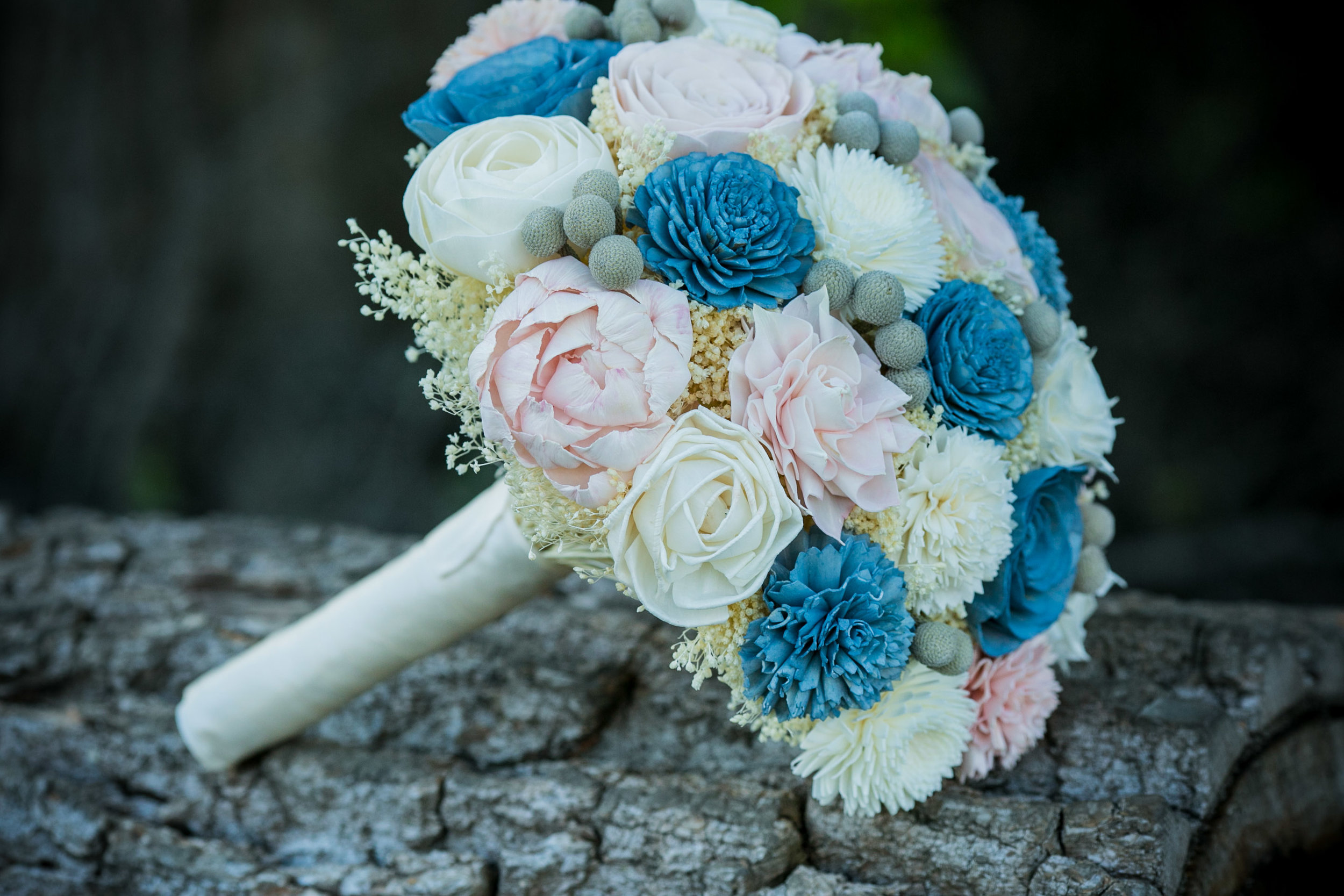 brides flowers detail shot