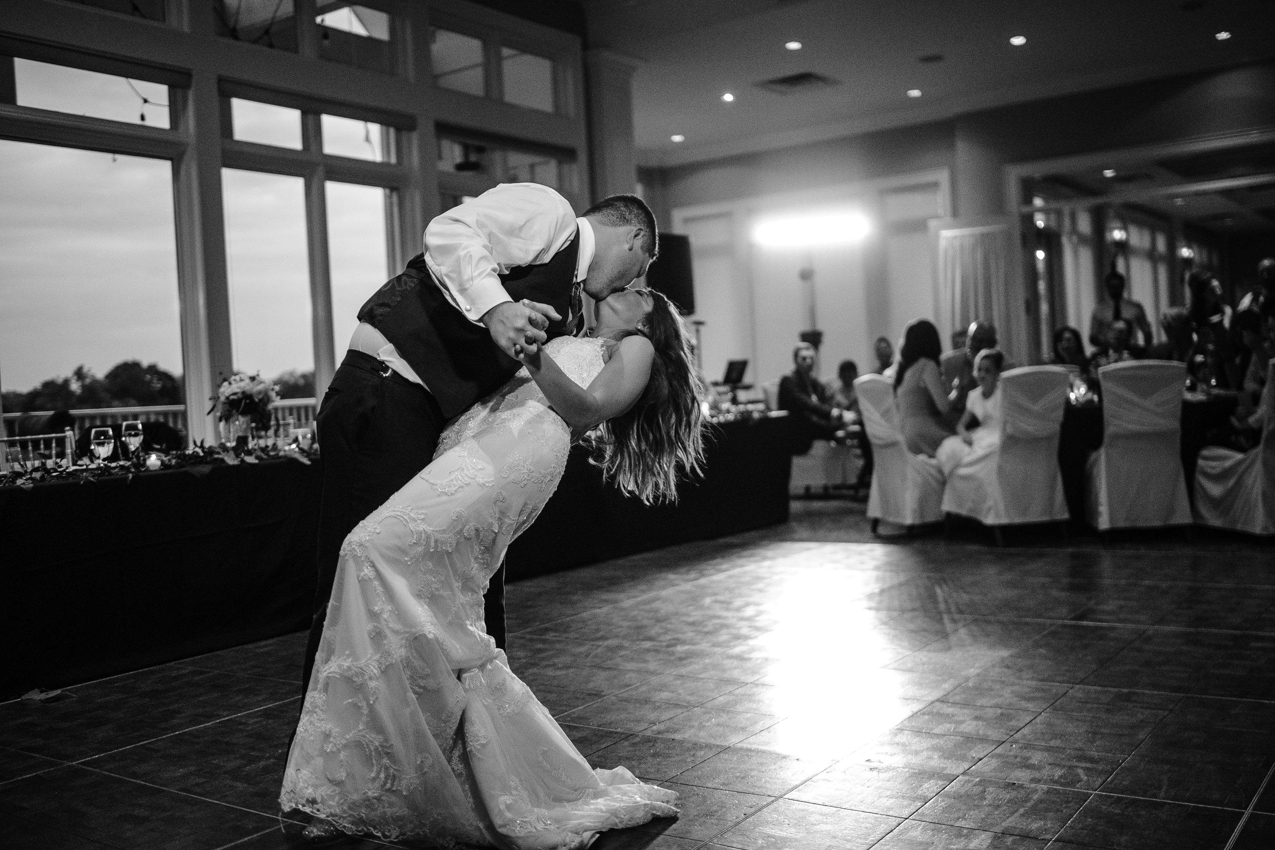 Wedding-dip-during-first-dance.jpg
