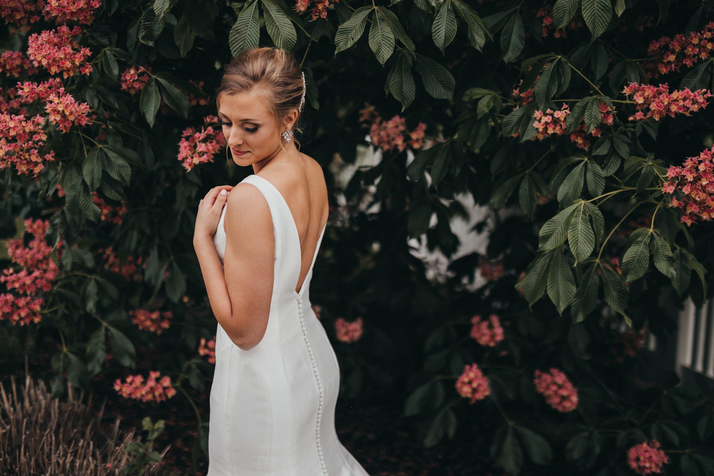Centennial-Park-Munster-indiana-bride-and-groom-Lauren-ashley-studios-bride-pose.jpg