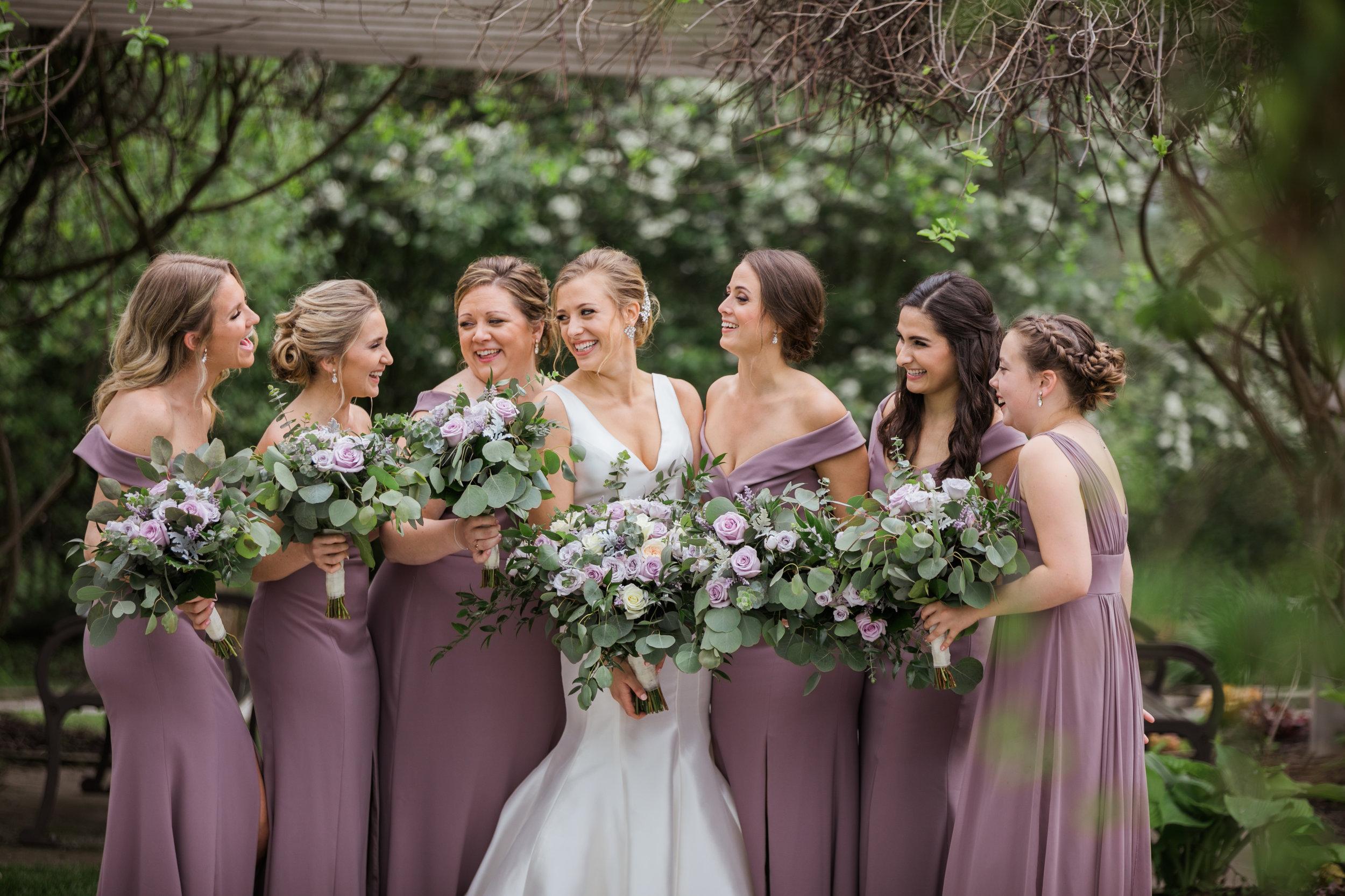 Bridesmaids-cute-wedding-poses-with-lauren-ashley-studios.jpg