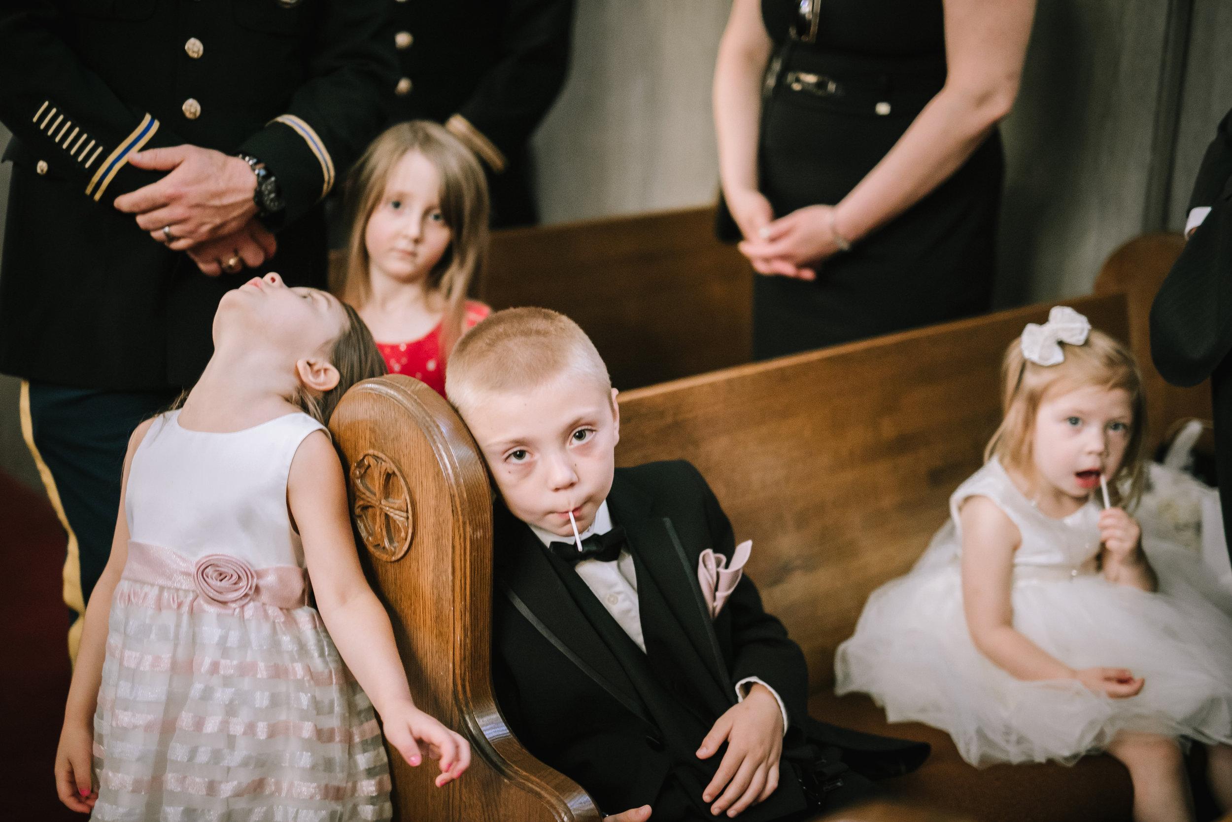 funny-bored-kids-at-wedding.jpg