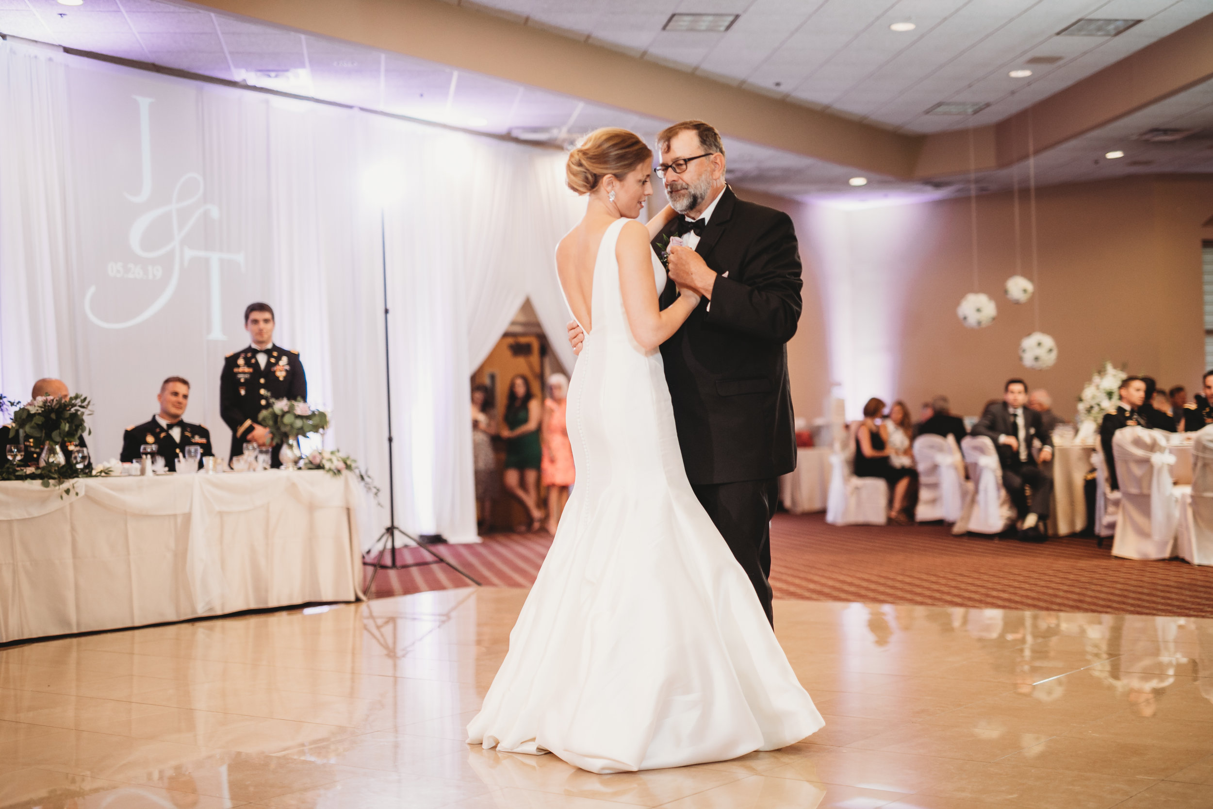Father-daughter-dance-at-Villa-Cesare .jpg