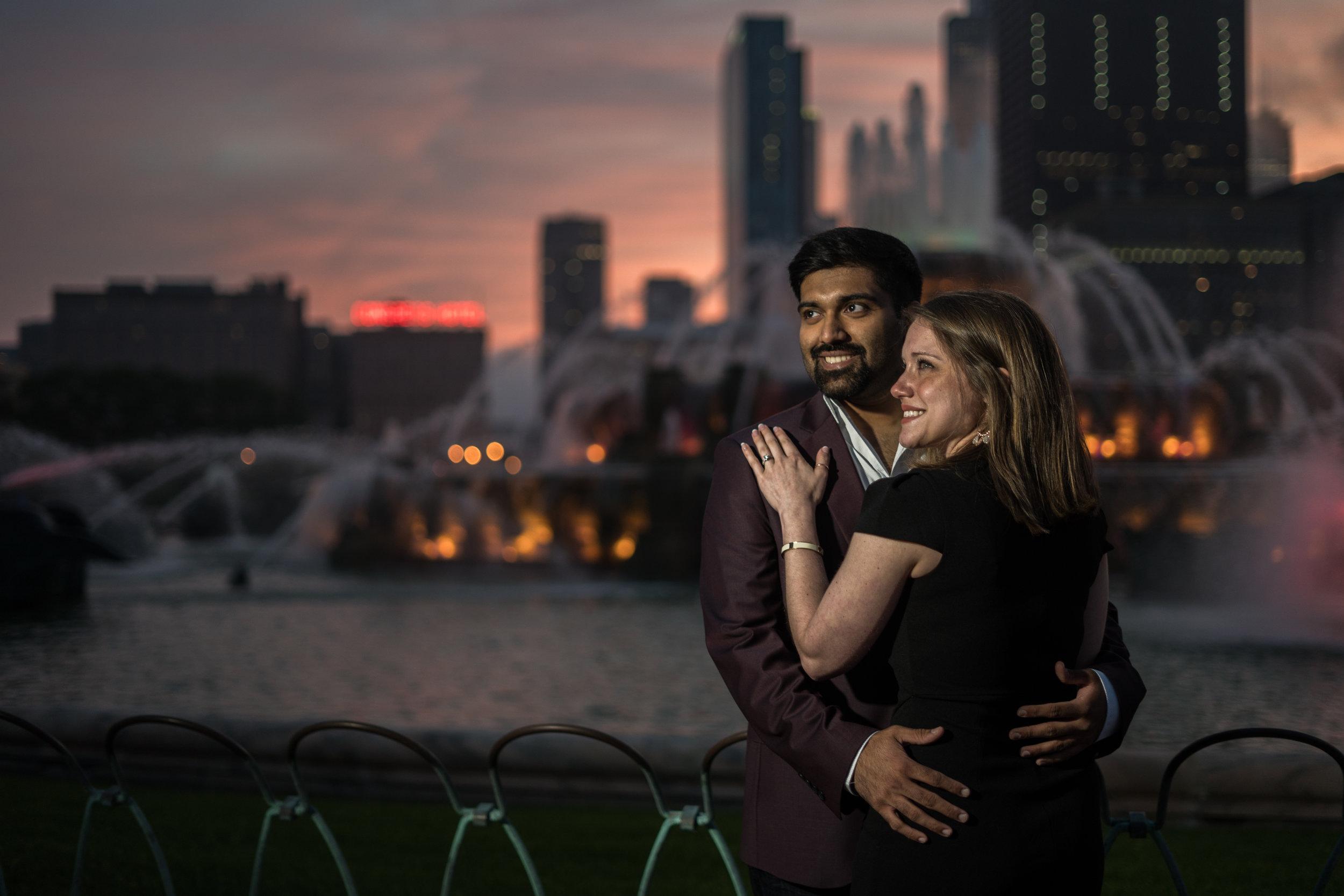 buckingham-fountain-chicago-sunset-engagement-photo.jpg
