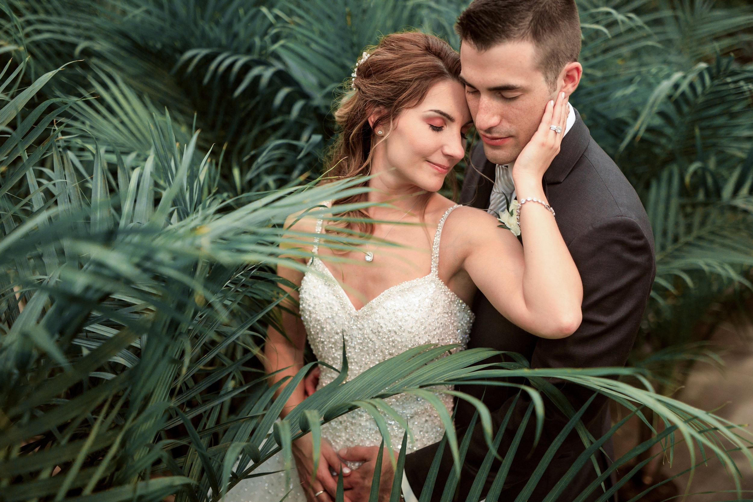 Wedding-couple-takes-photos-at-lowes-hardware-due-to-rain15.jpg