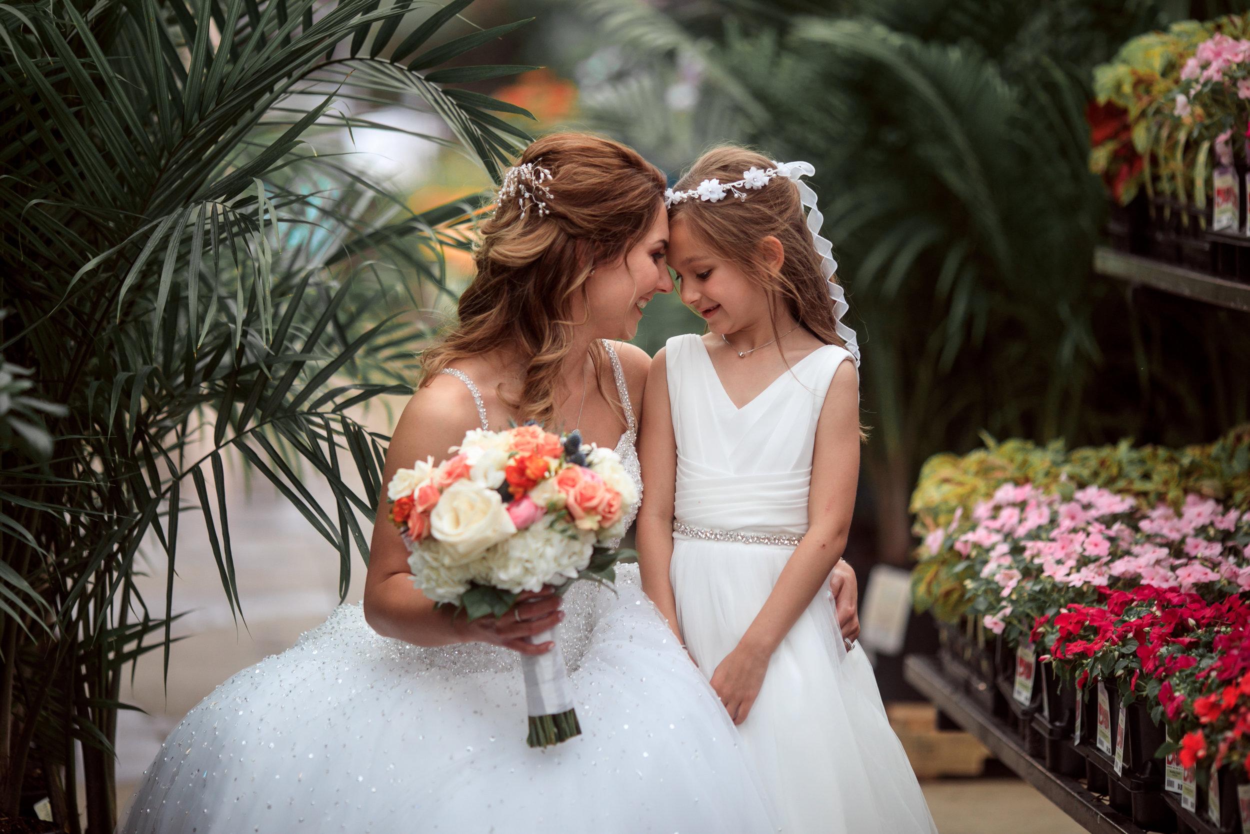 Wedding-couple-takes-photos-at-lowes-hardware-due-to-rain27.jpg