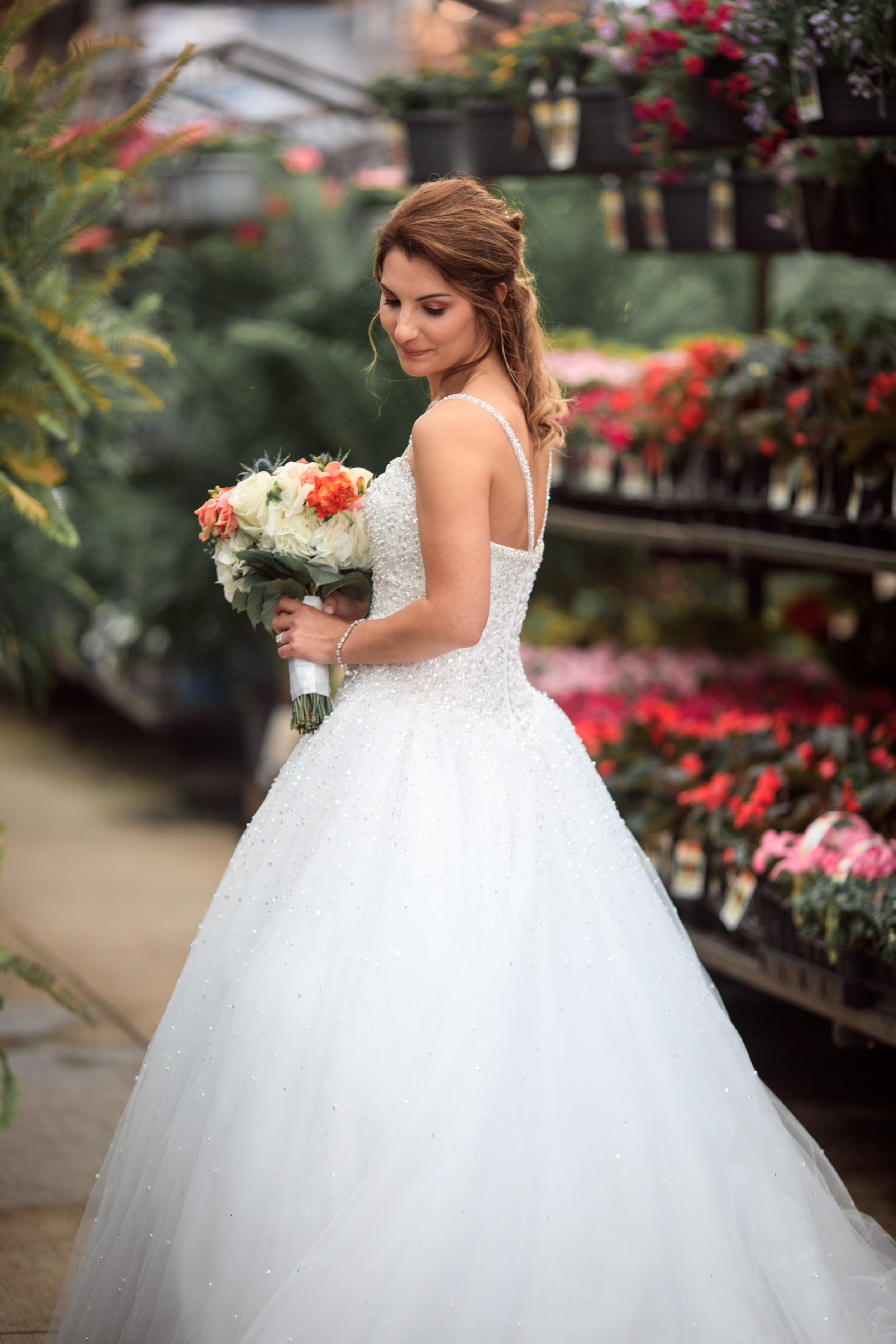 Wedding-couple-takes-photos-at-lowes-hardware-due-to-rain23.jpg