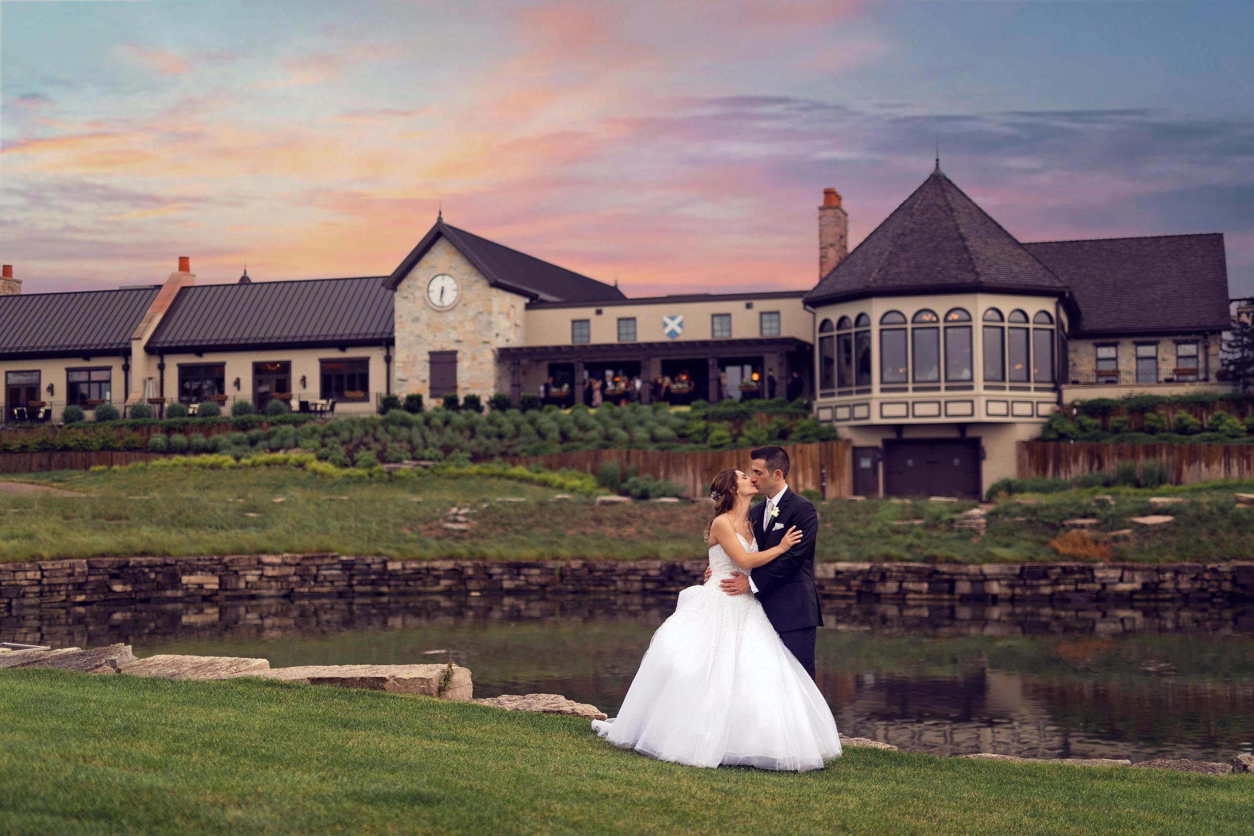 Wedding-couple-takes-photos-at-lowes-hardware-due-to-rain3.jpg