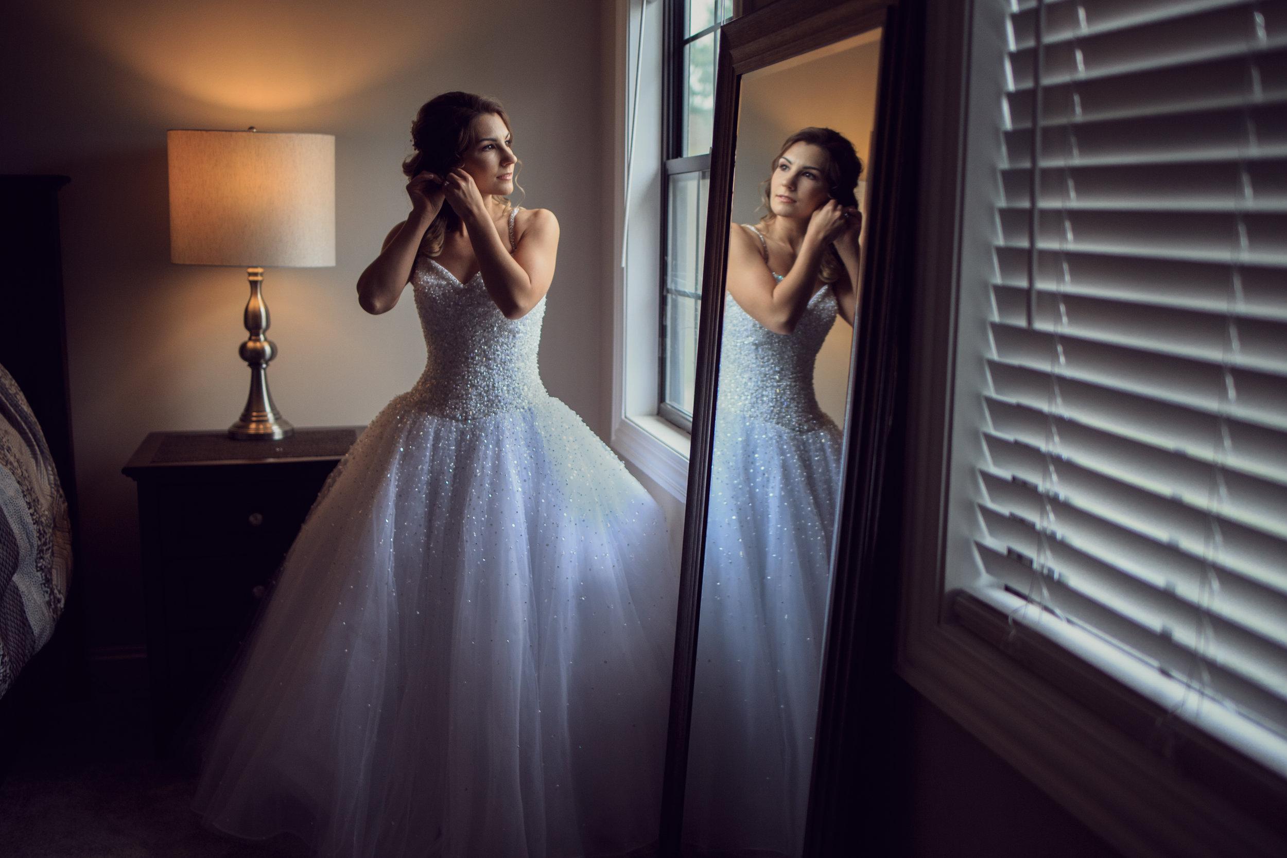 Wedding-couple-takes-photos-at-lowes-hardware-due-to-rain44.jpg