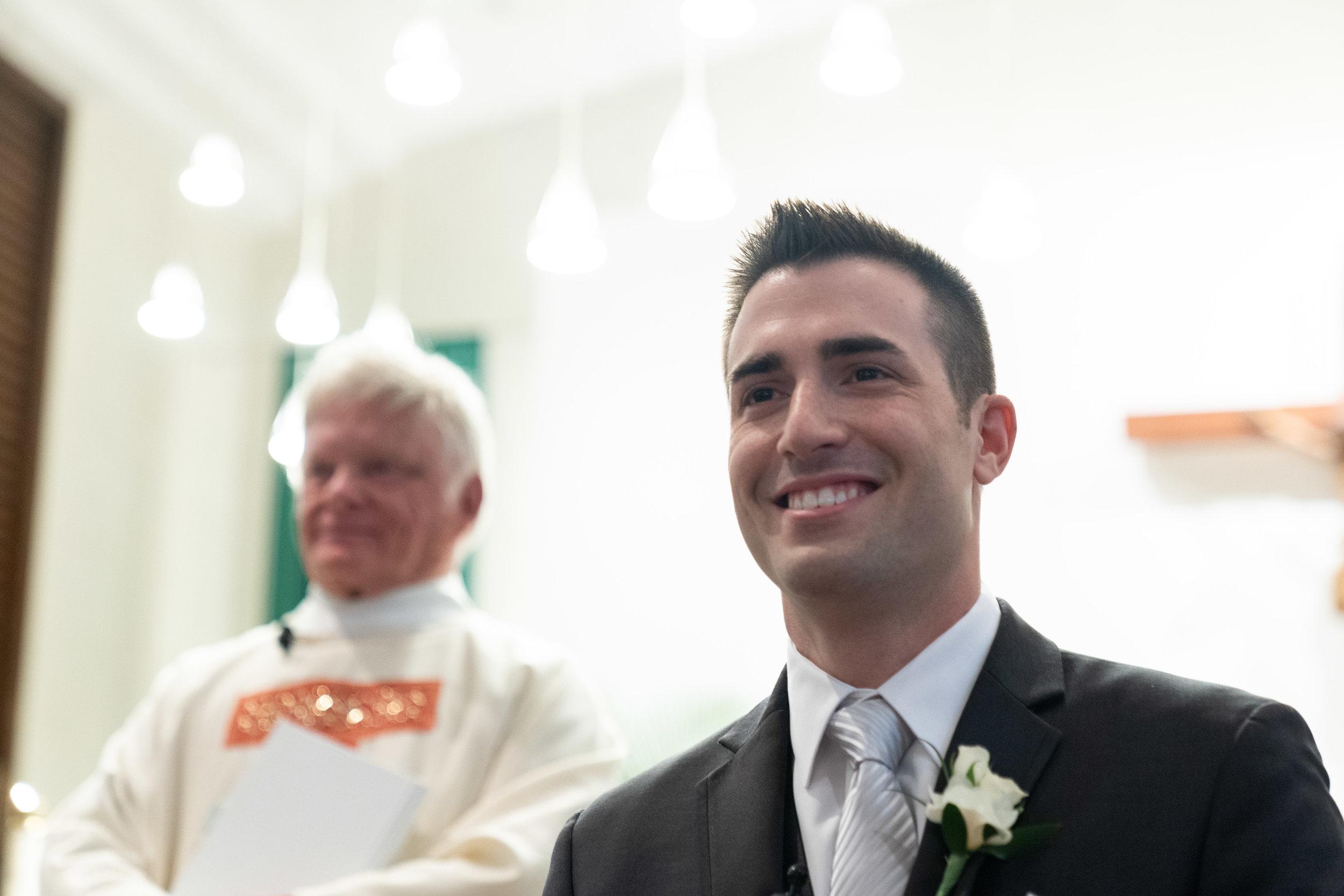 Wedding-couple-takes-photos-at-lowes-hardware-due-to-rain34.jpg