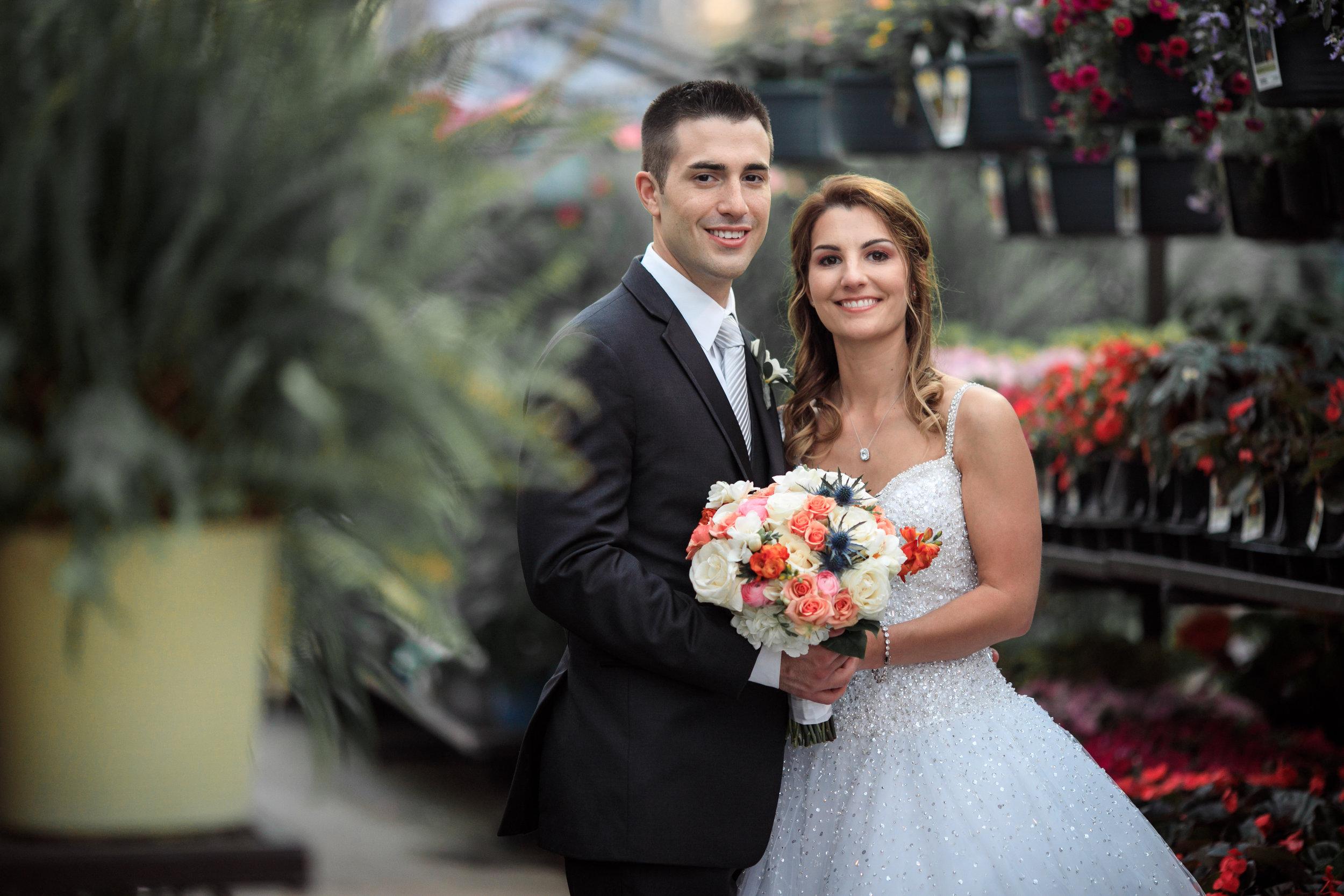 Wedding-couple-takes-photos-at-lowes-hardware-due-to-rain18.jpg