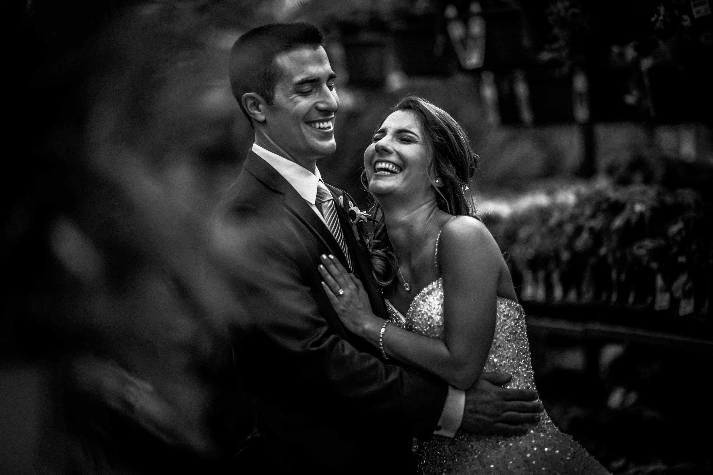 Wedding-couple-takes-photos-at-lowes-hardware-due-to-rain17.jpg