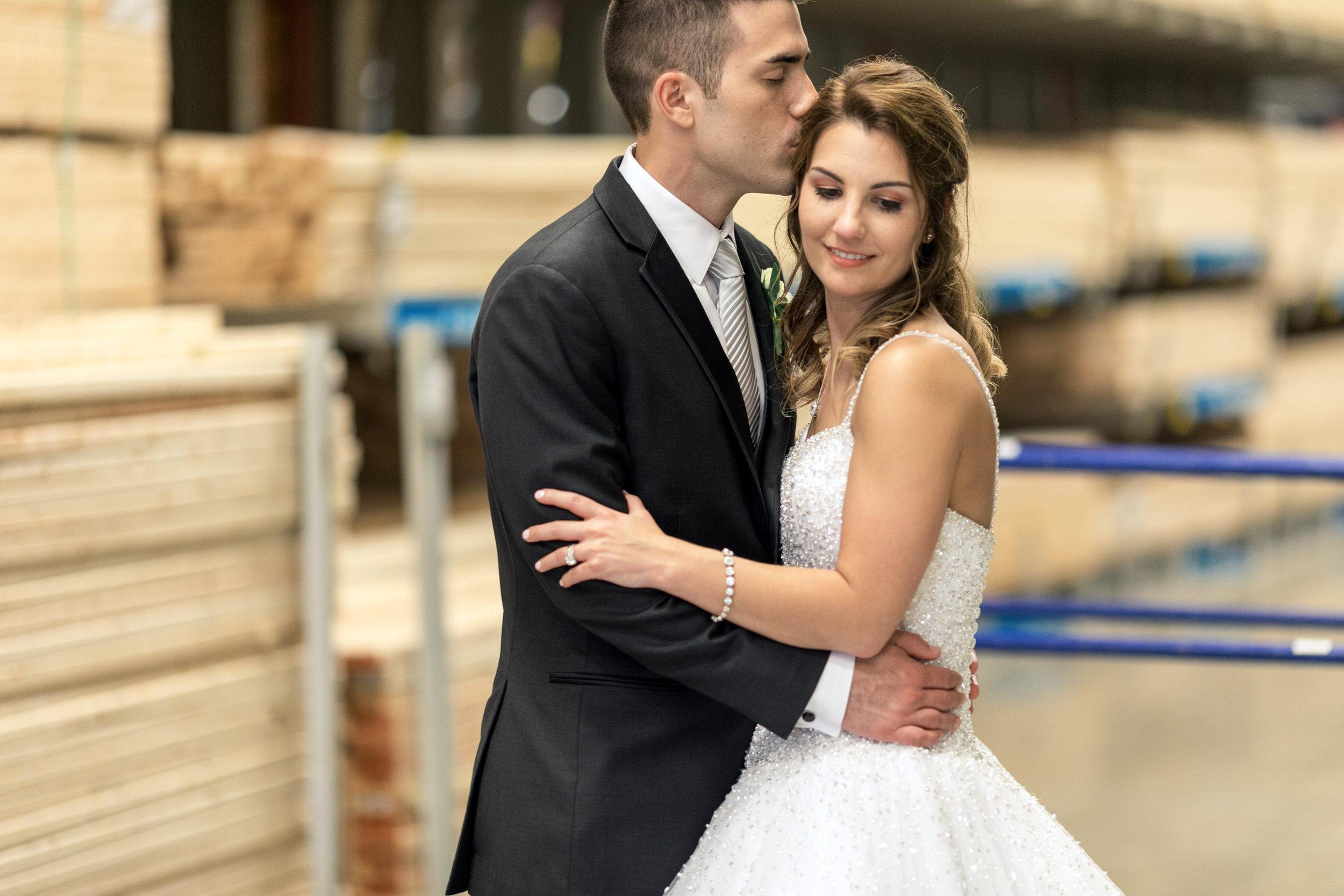 Wedding-couple-takes-photos-at-lowes-hardware-due-to-rain6.jpg