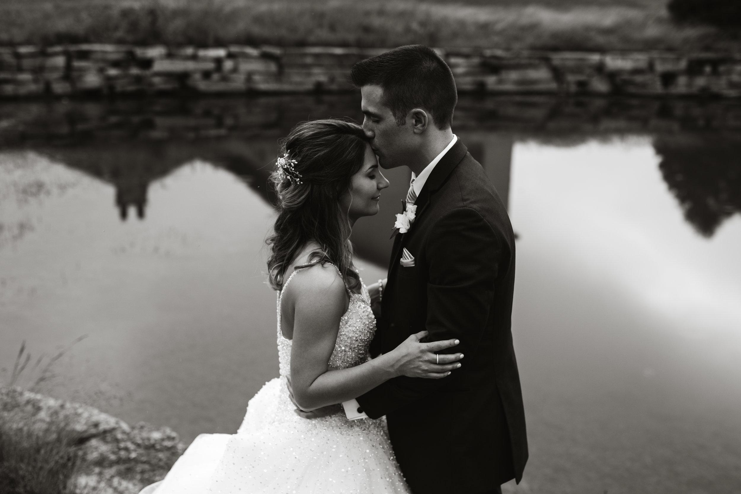 Wedding-couple-takes-photos-at-lowes-hardware-due-to-rain4.jpg