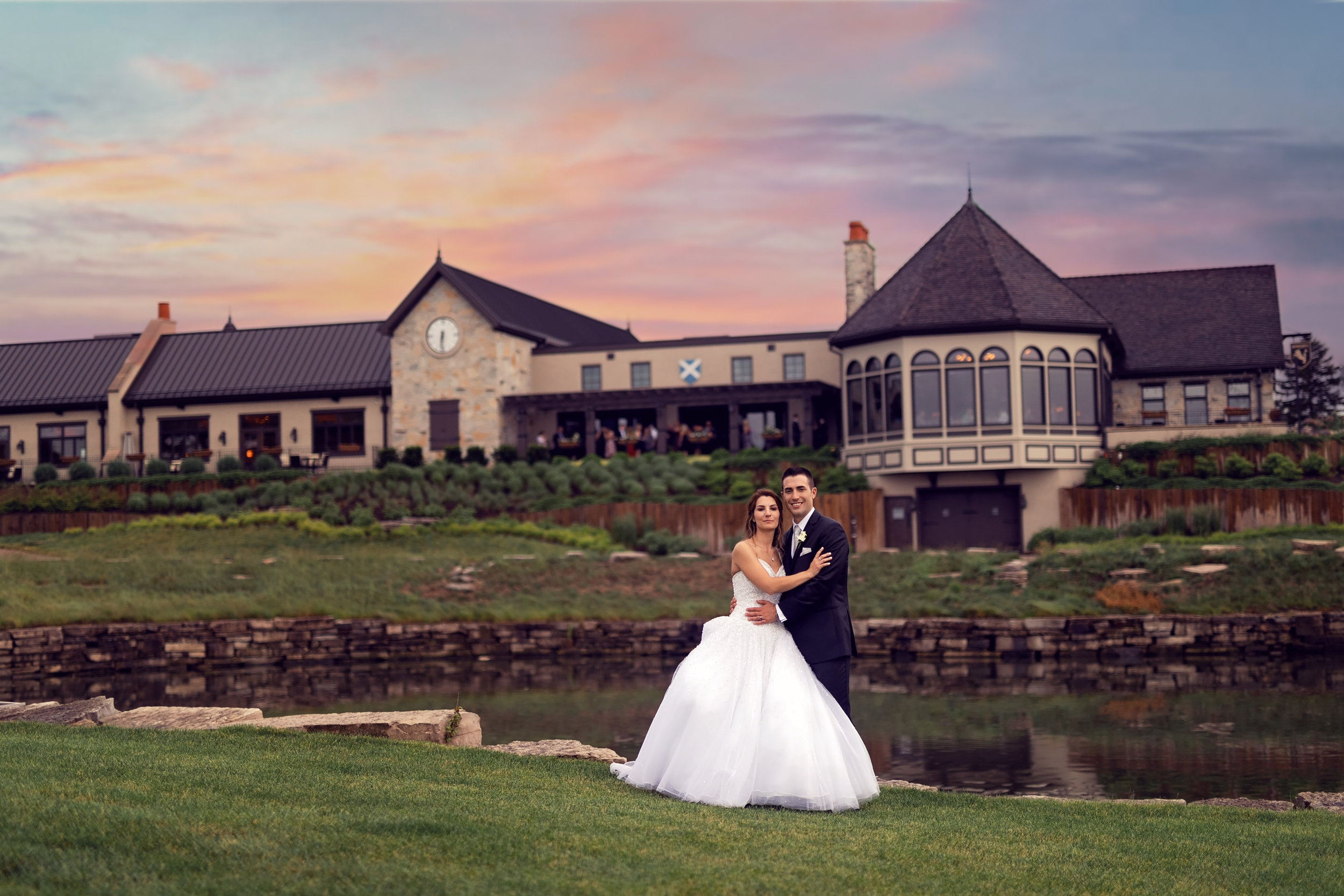 Wedding-couple-takes-photos-at-lowes-hardware-due-to-rain41.jpg
