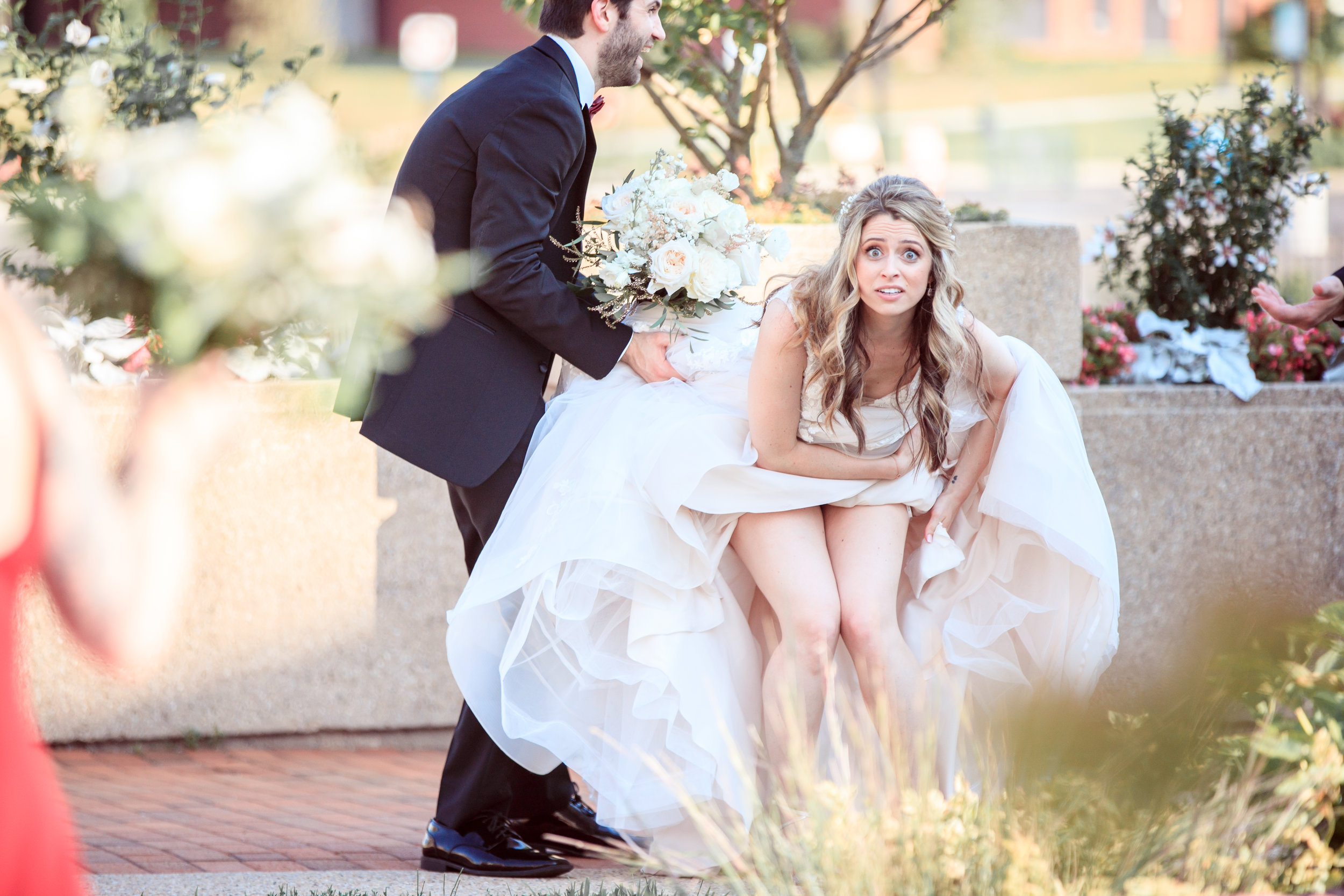 Hilarious-funny-bride-and-groom-take-wedding-photos-to-next-level49.jpg