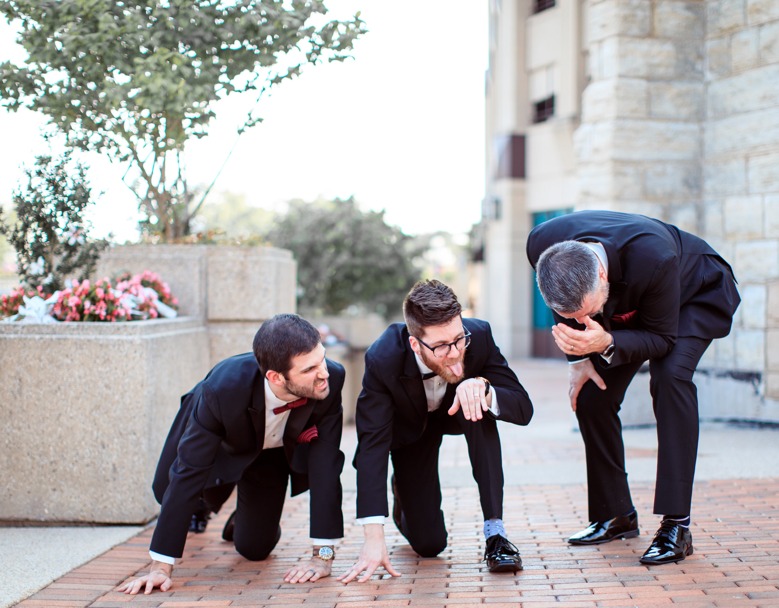 Hilarious-funny-bride-and-groom-take-wedding-photos-to-next-level44.jpg