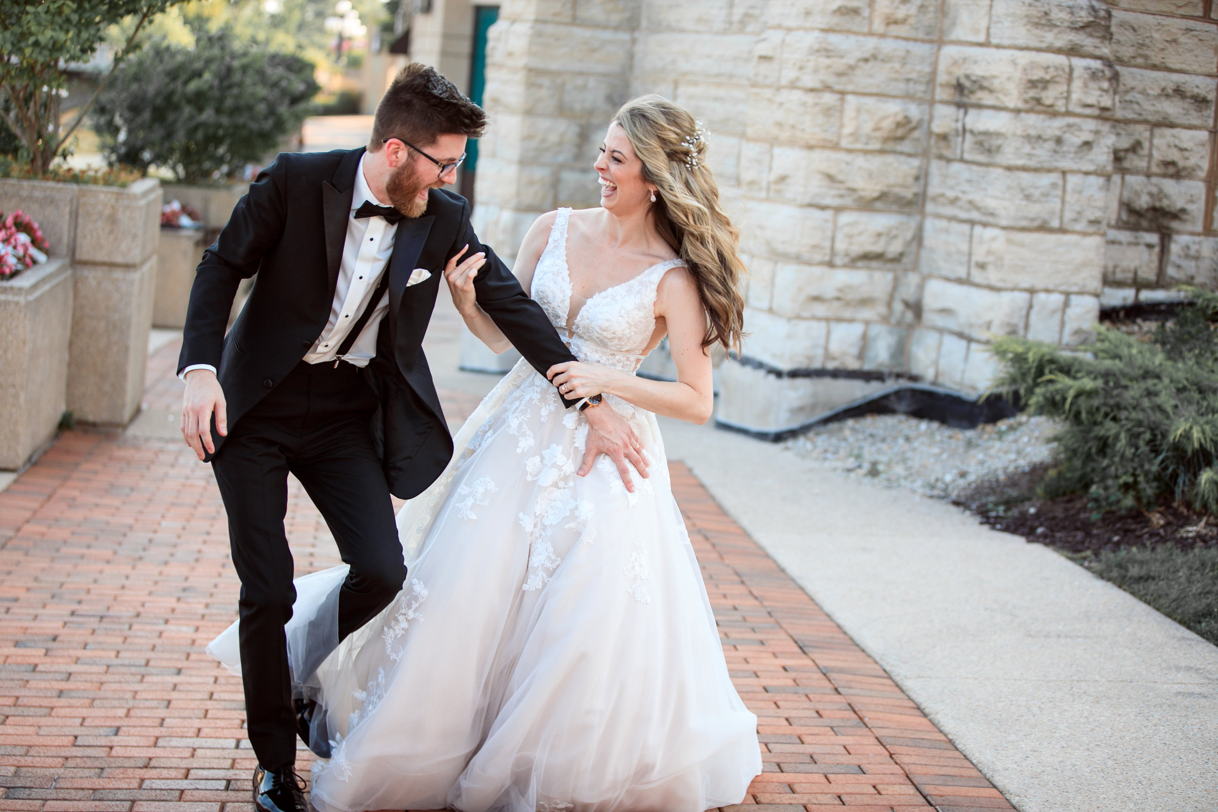 Hilarious-funny-bride-and-groom-take-wedding-photos-to-next-level37.jpg