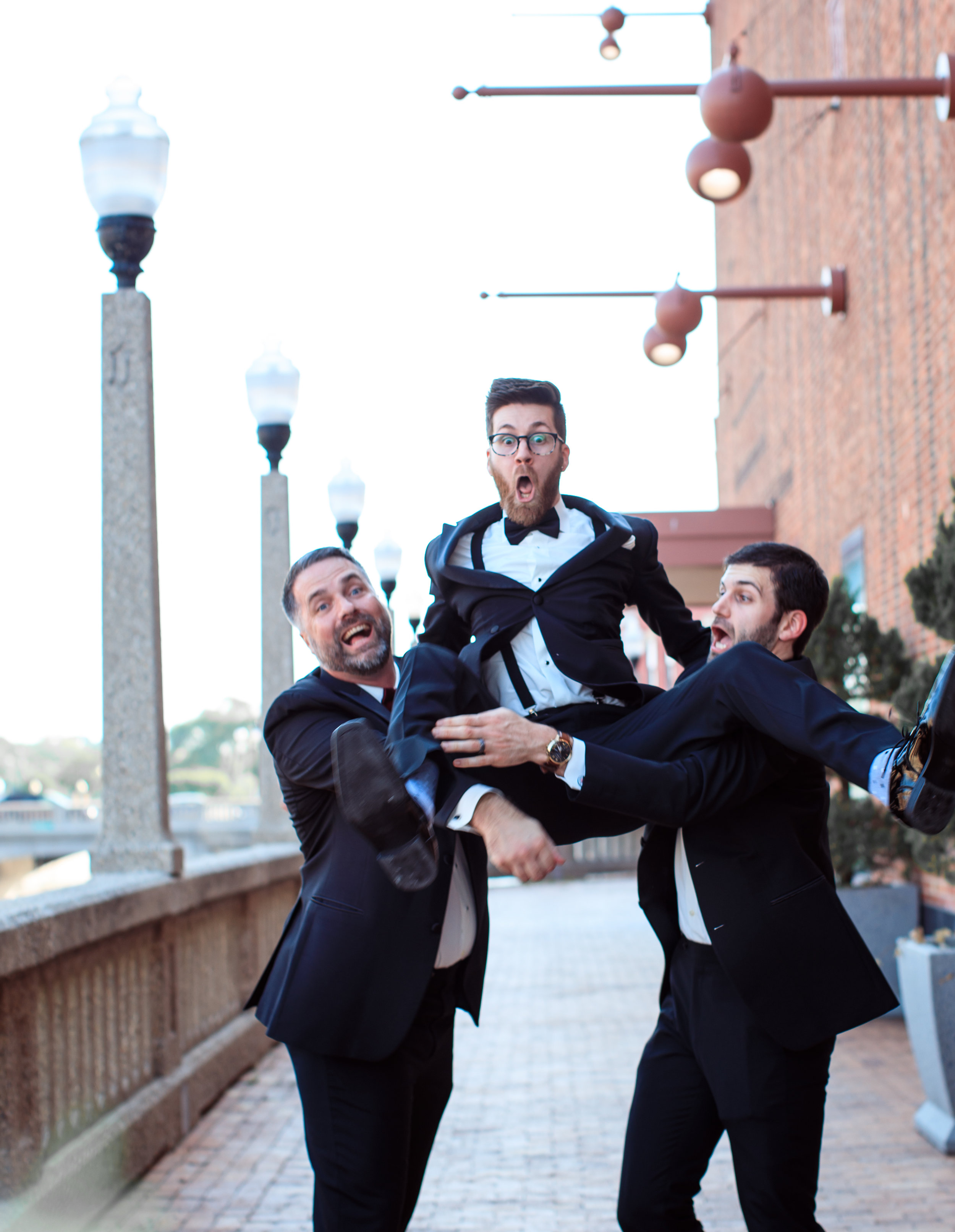 Hilarious-funny-bride-and-groom-take-wedding-photos-to-next-level52.jpg