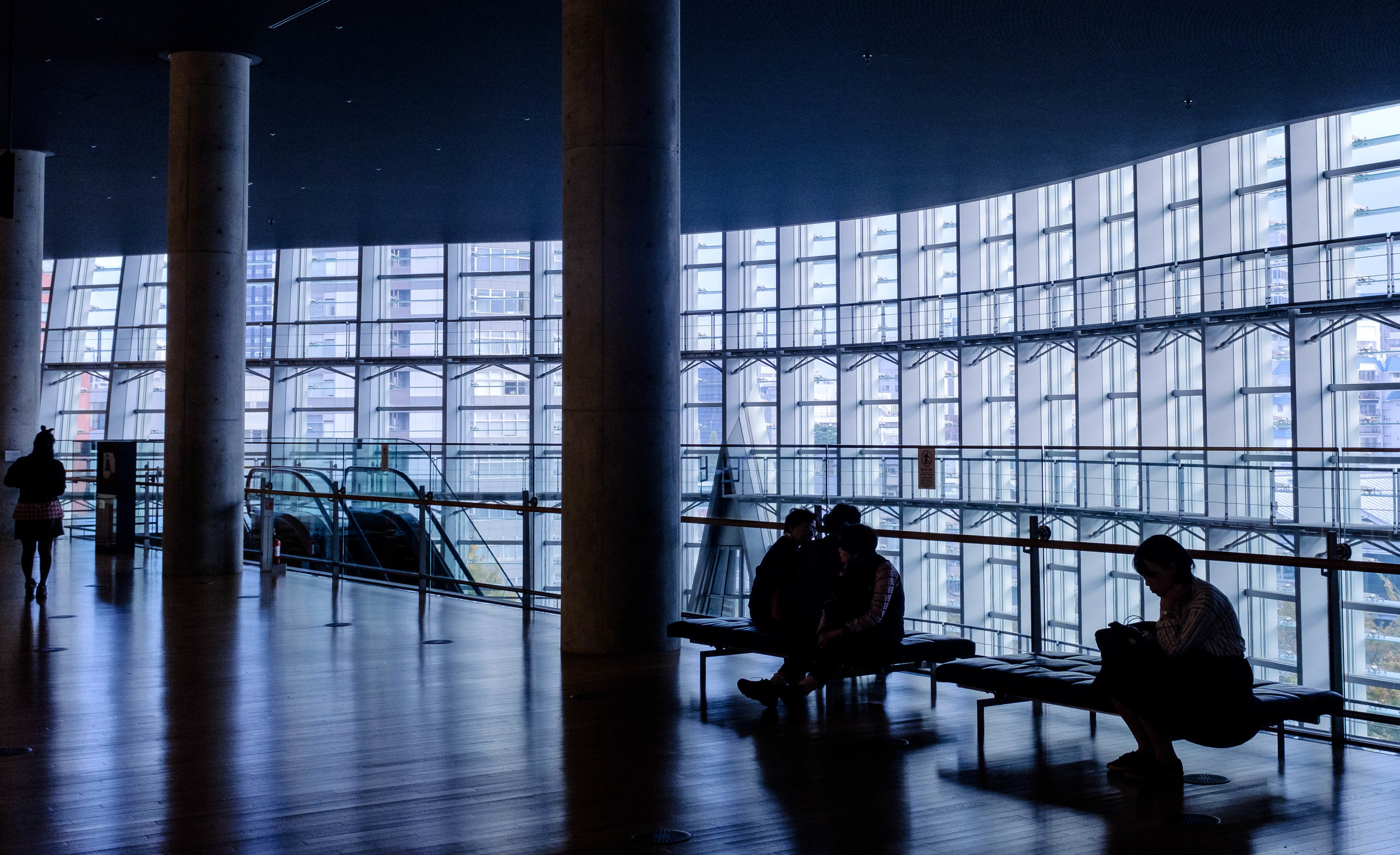 HOW TO STAY PRODUCTIVE WHEN WORKING FROM AIRPORTS, CAFÉS AND HOTELS - By Peter Benei