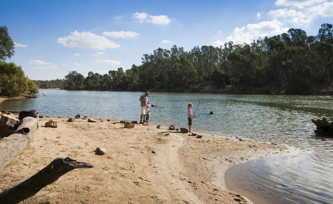 Mulwala Resort Fishing Family