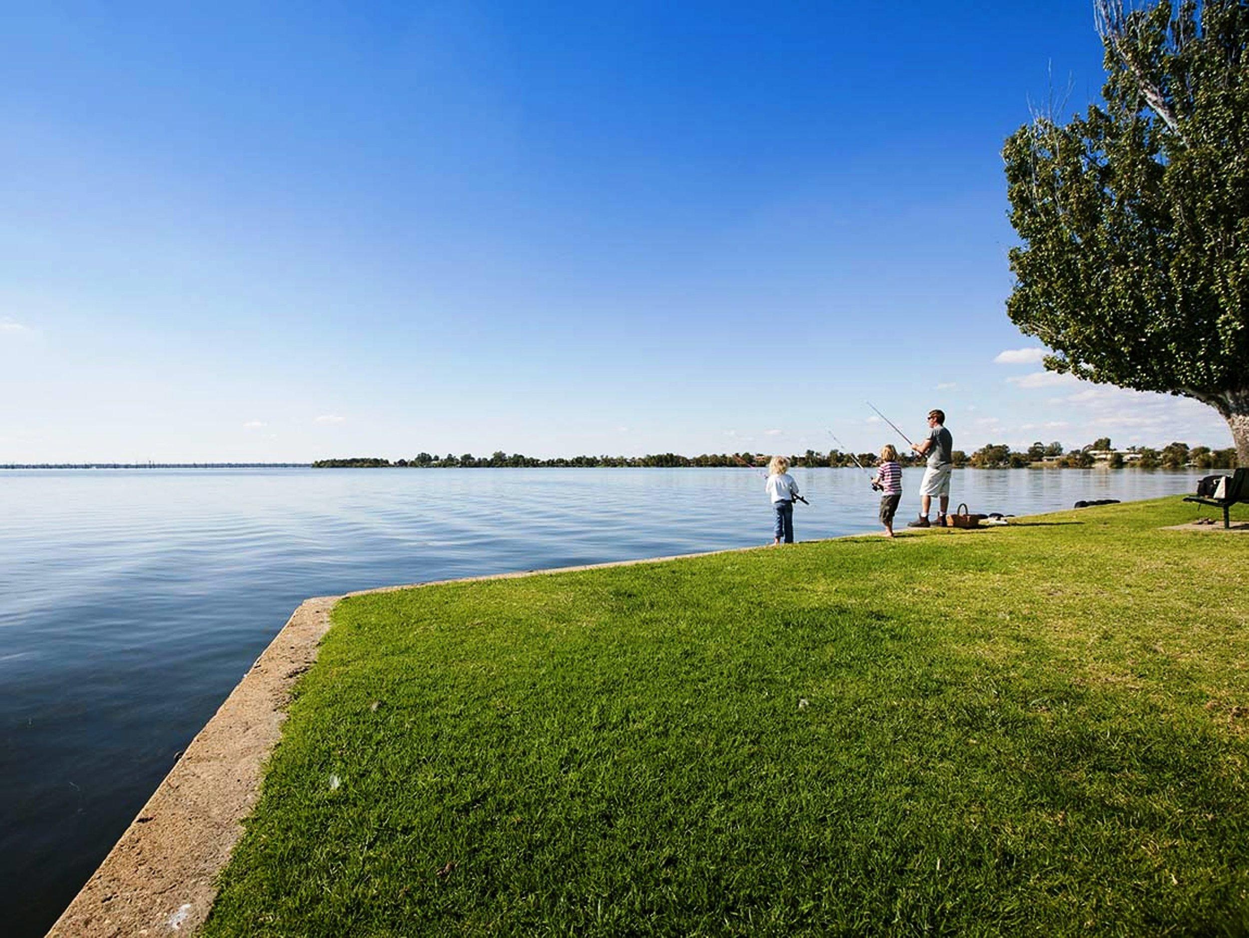 fishing_lake_mulwala_resort.jpg