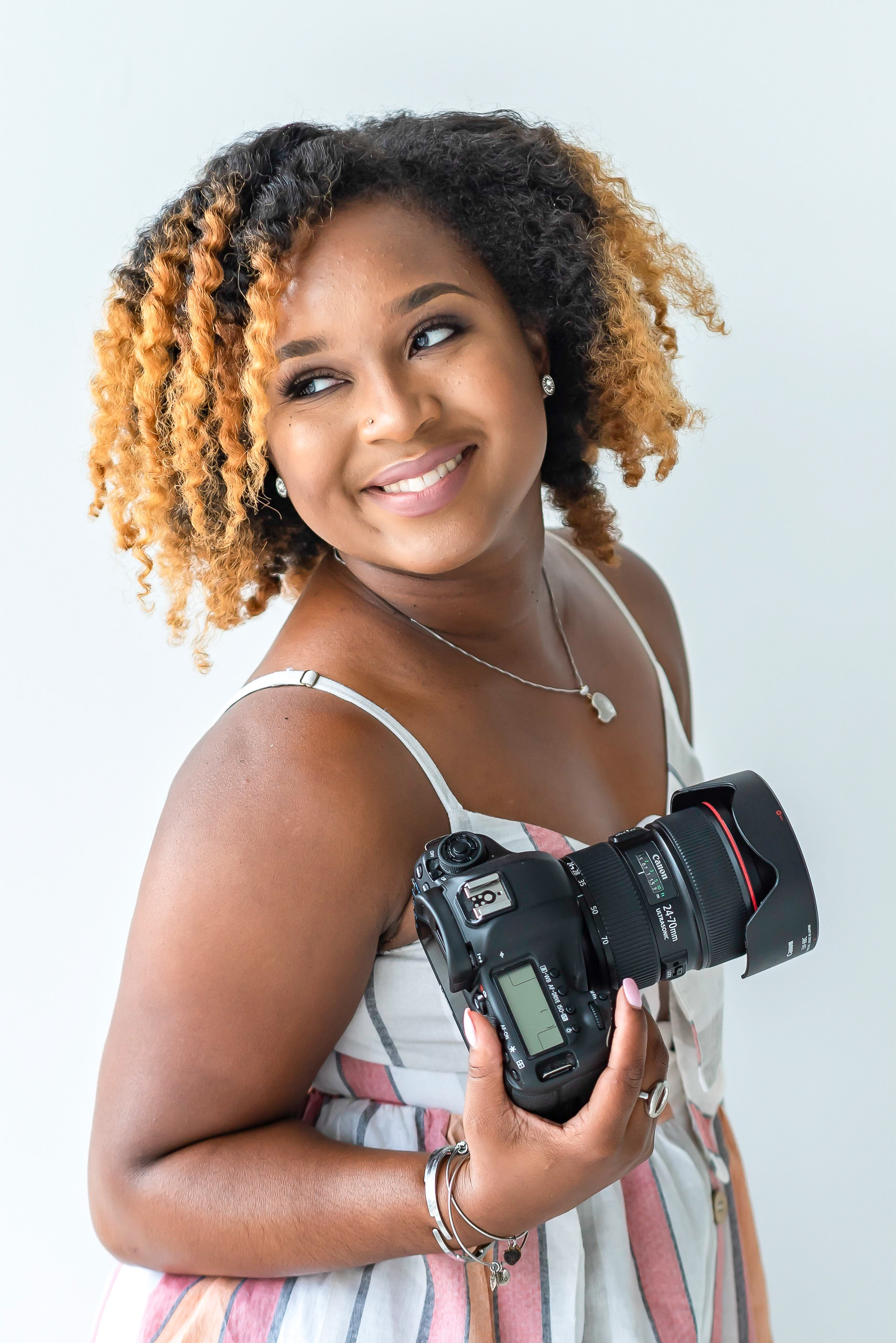 I'm Shekeidra -  a lifestyle branding & portrait photographer who loves working with phenomenal women who are intentional about humanizing the client experience by embracing who they are while showing what they do, how and why they do it!
