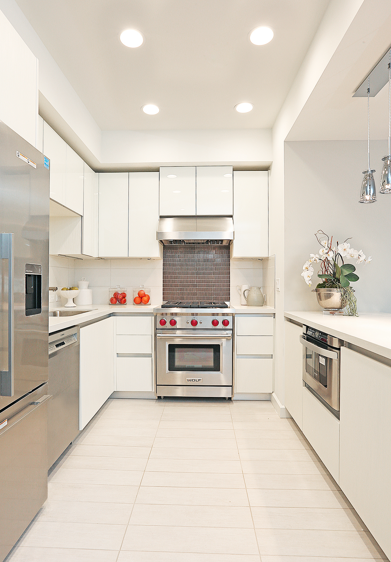 13-Kitchen_Bright.jpg