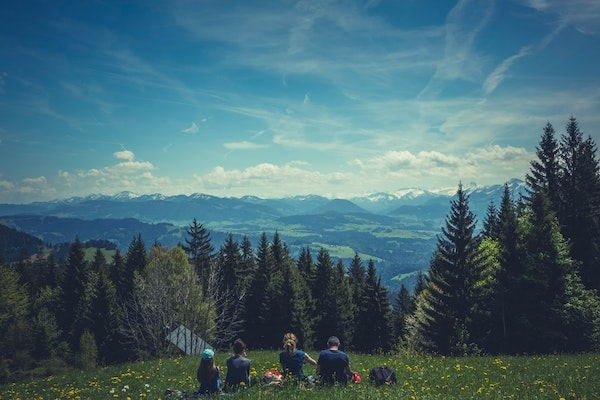 WELLIVER-family-hiking.jpg