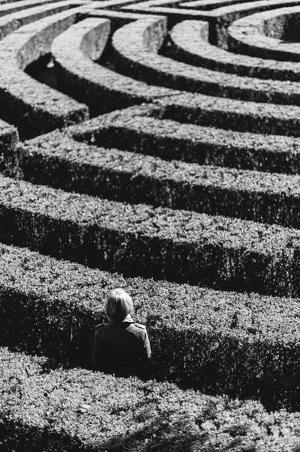 WELLIVER-woman-in-maze-alone-min.jpg