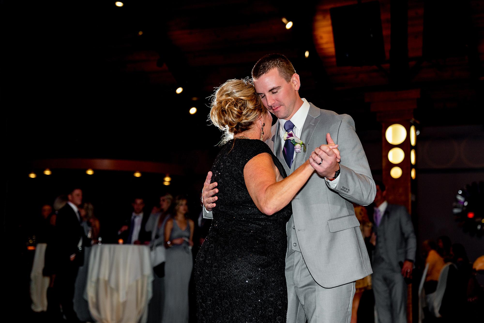 The-Pinnacle-Ballroom-Covington-KY-Wedding-Photography-20.jpg