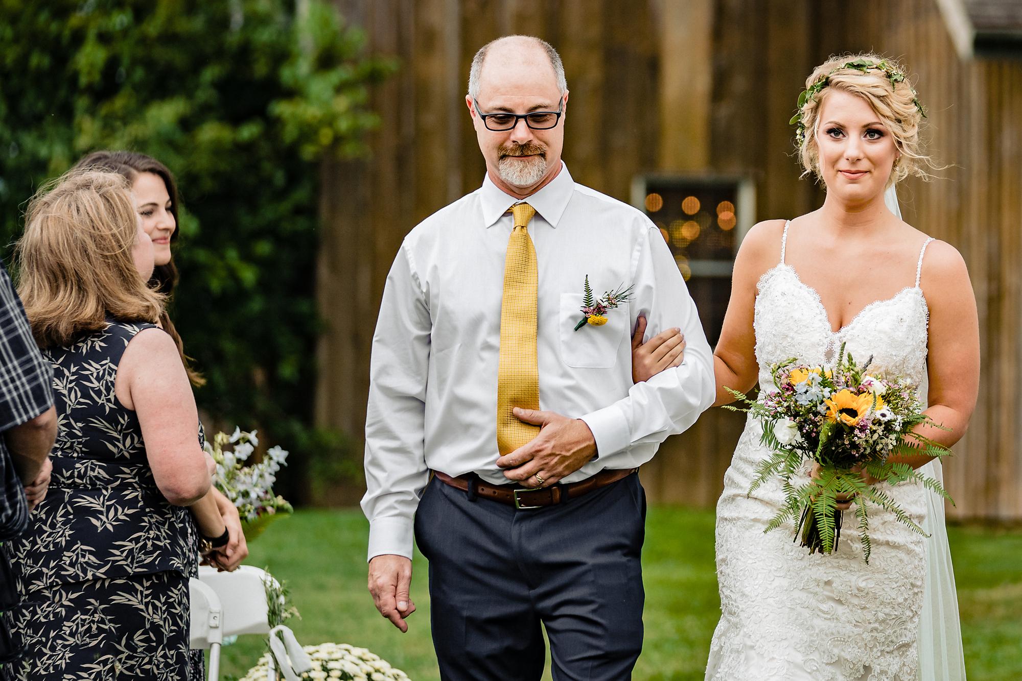 Cincinnati-Wedding-Photographers-Hughes-Center-Barn-11.jpg