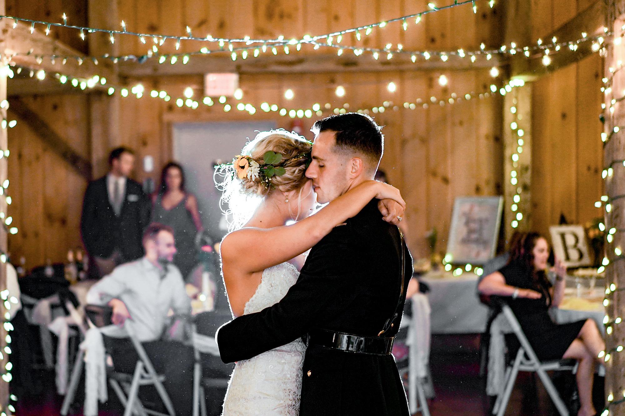 Cincinnati-Wedding-Photographers-Hughes-Center-Barn-40.jpg