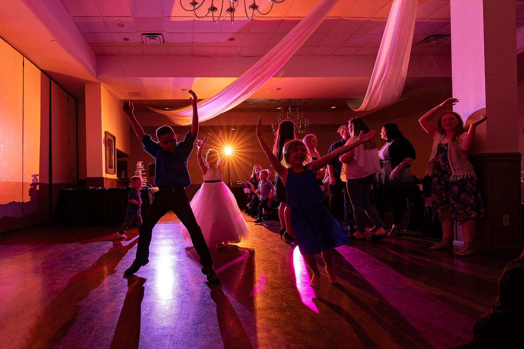 Receptions-Fairfield-Wedding-Photographer-Cincinnati-29.jpg
