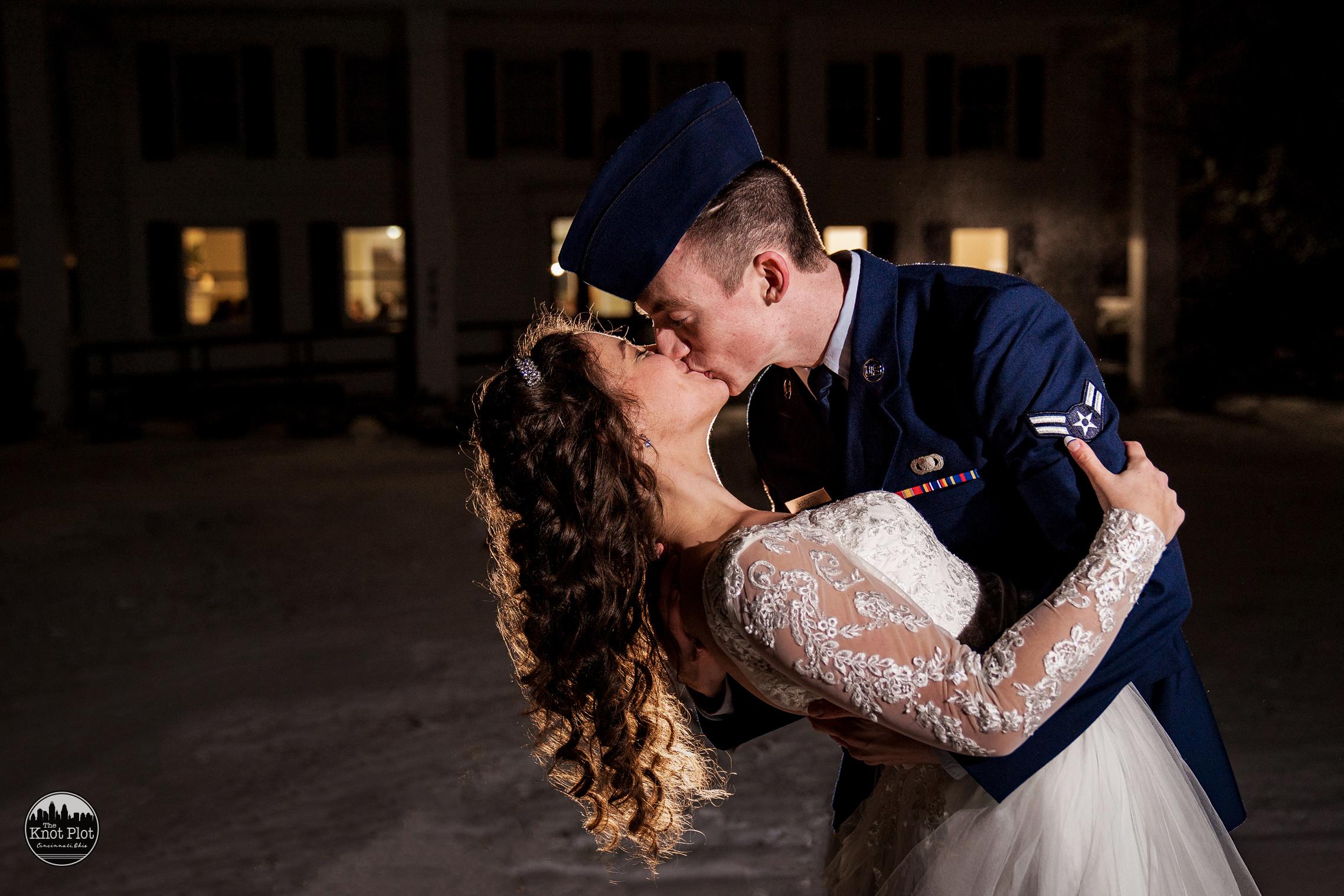 Cincinnati Wedding Photographer - Snyder House Cottell Park 26.jpg