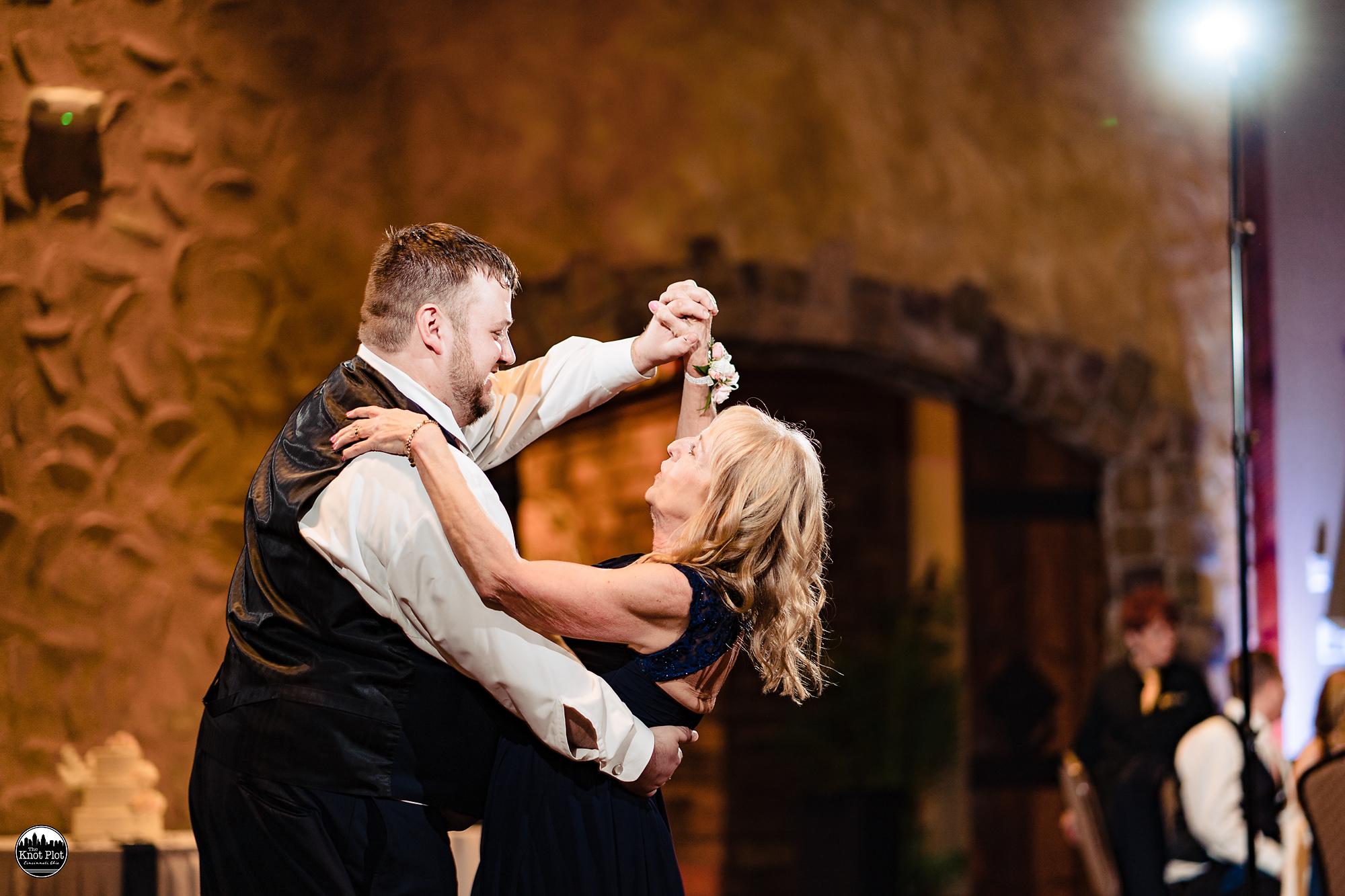 Oscar-Event-Center-Jungle-Jims-Cincinnati-Wedding-Photography-21.jpg