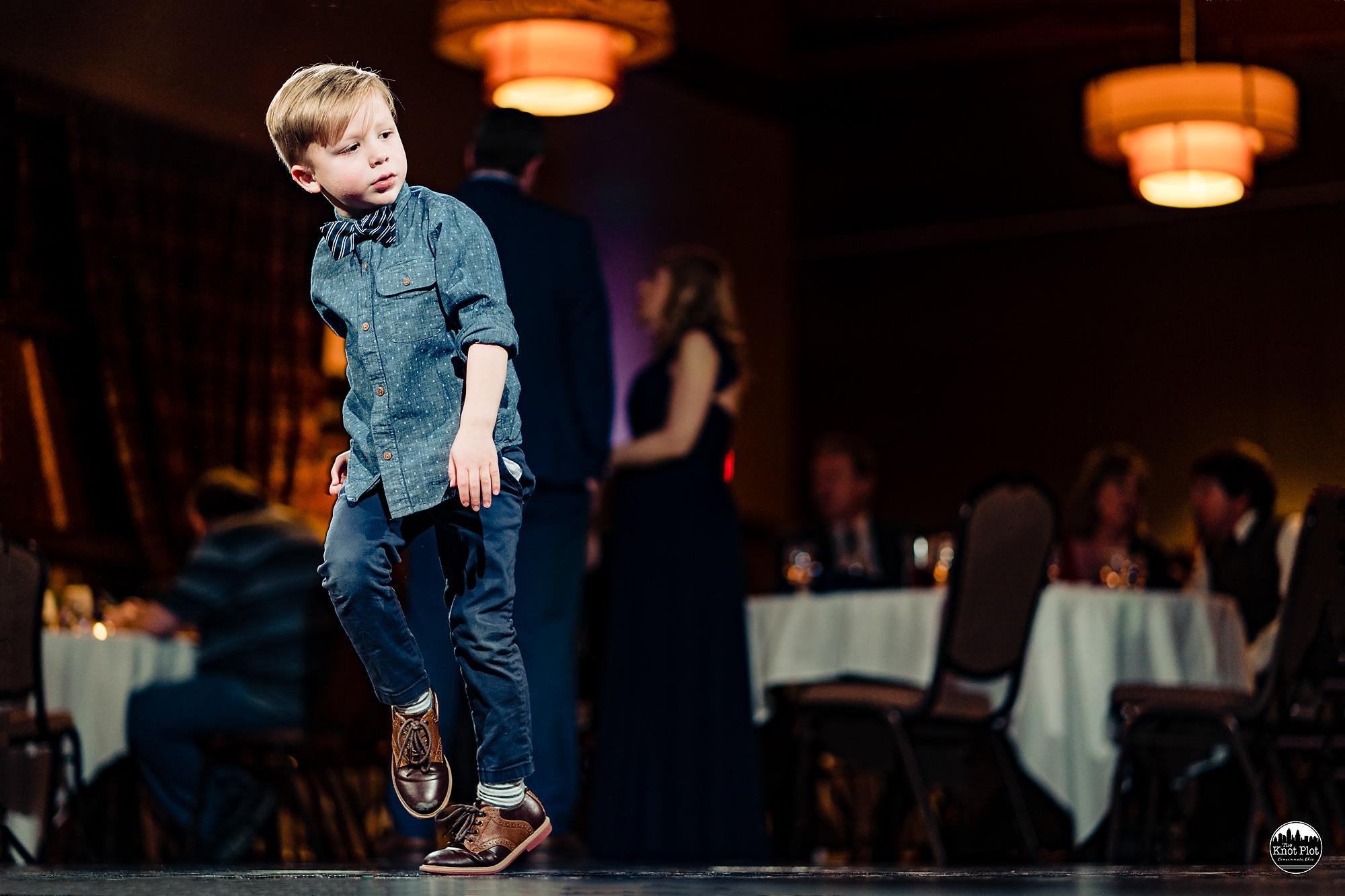 Oscar-Event-Center-Jungle-Jims-Cincinnati-Wedding-Photography-29.jpg