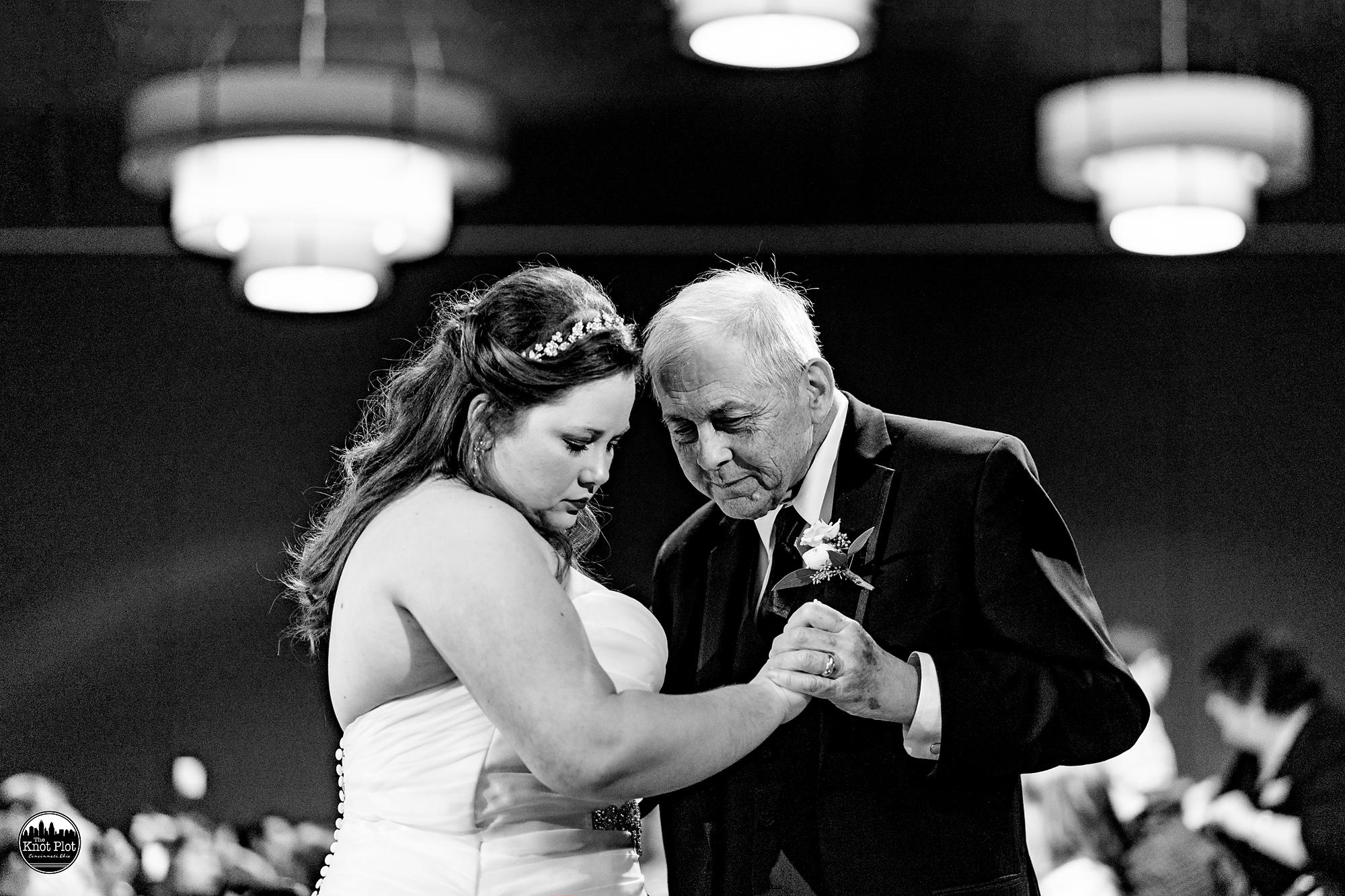 Oscar-Event-Center-Jungle-Jims-Cincinnati-Wedding-Photography-20.jpg