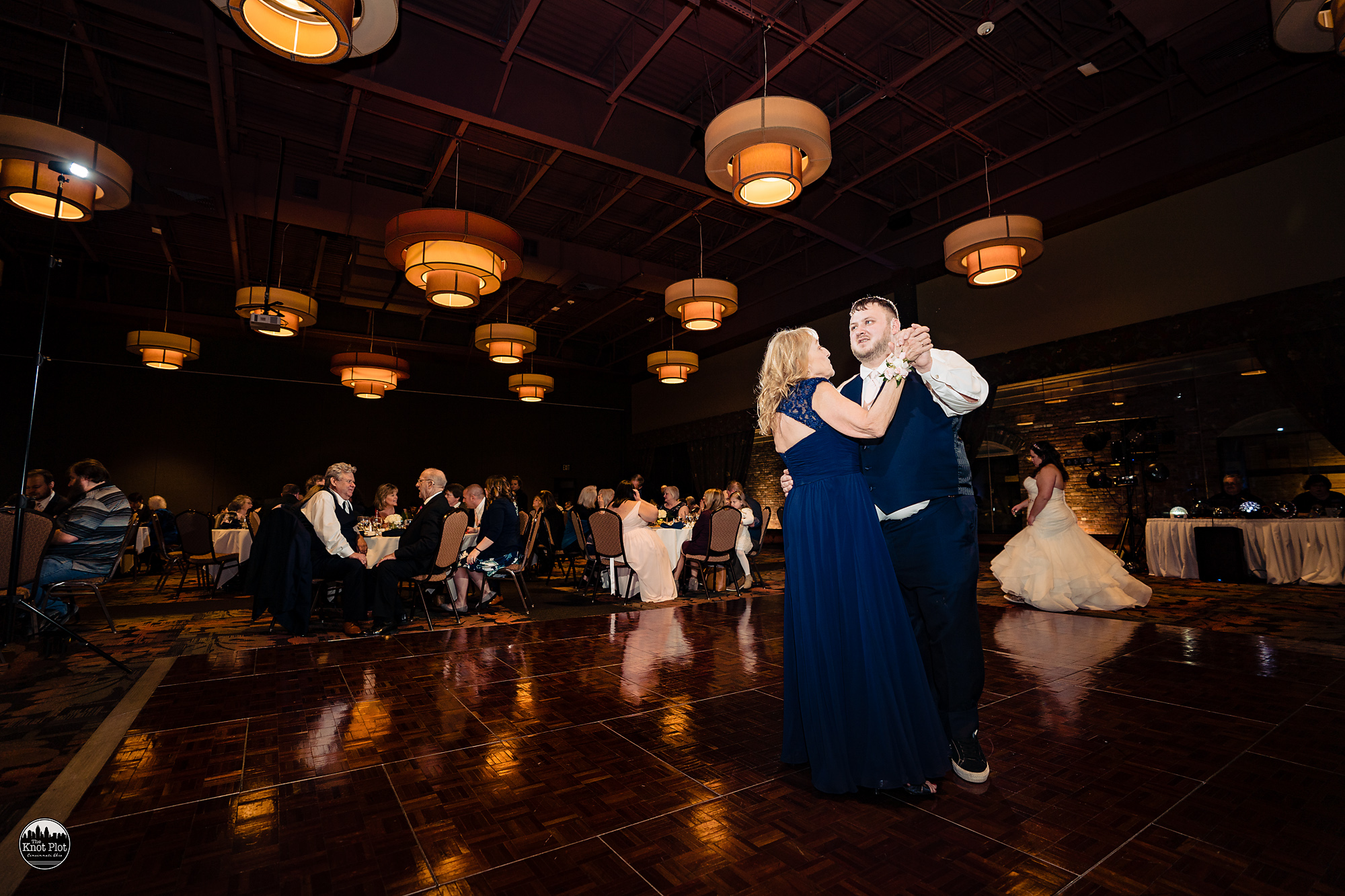 Oscar-Event-Center-Jungle-Jims-Cincinnati-Wedding-Photography-22.jpg