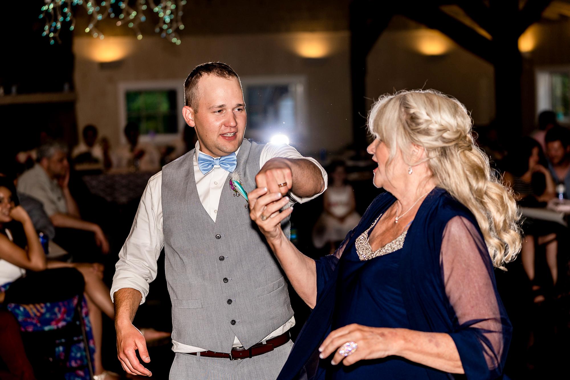 Pattison-Park-Lodge-Wedding-Cincinnati-Ohio-Photographer-27.jpg