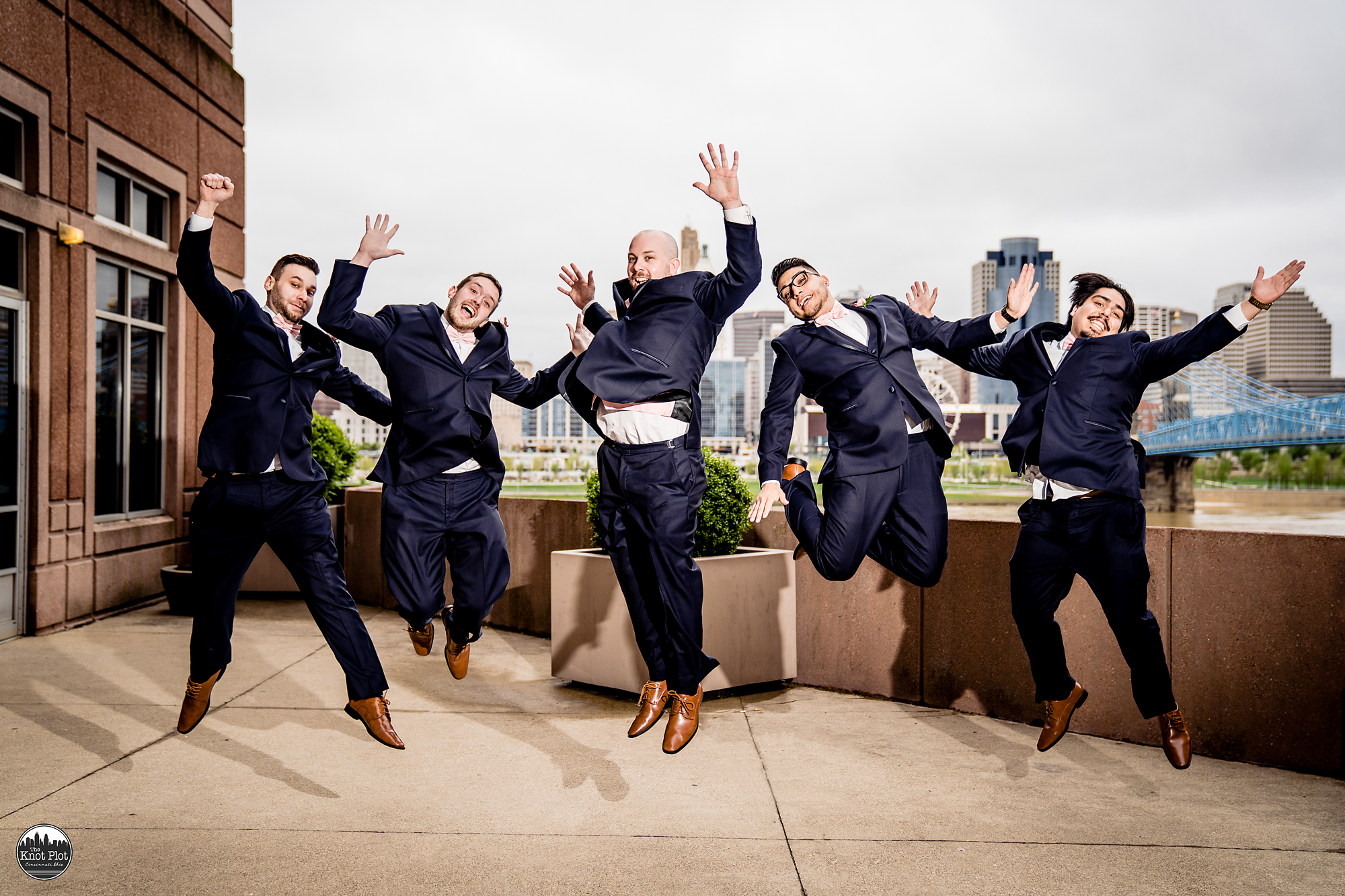Embassy-Suites-Rivercenter-Cincinnati-Wedding-Photography-12.jpg