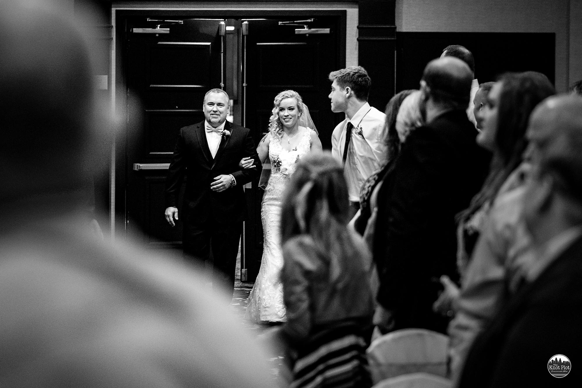 Embassy-Suites-Rivercenter-Cincinnati-Wedding-Photography-13.jpg