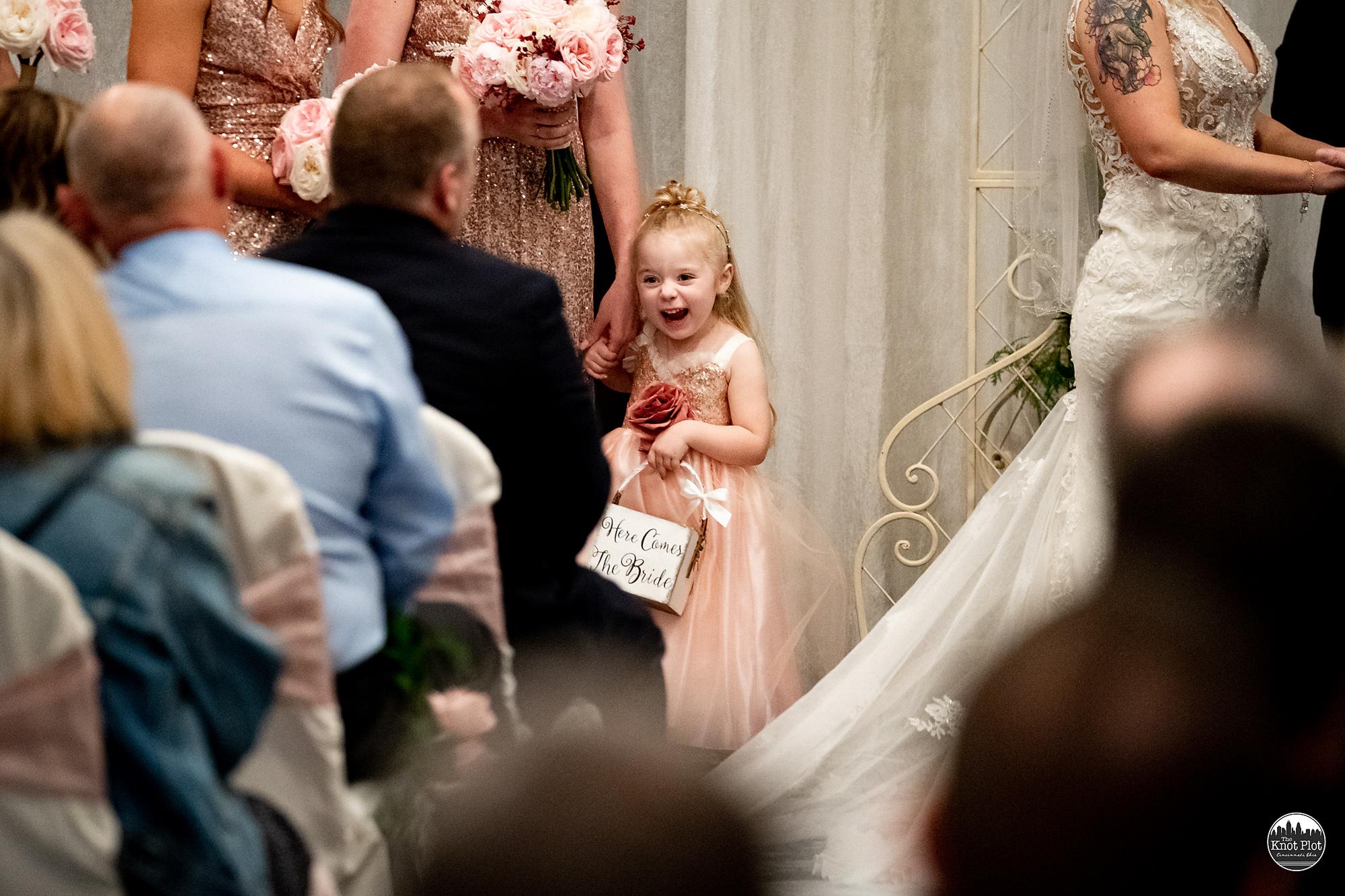 Embassy-Suites-Rivercenter-Cincinnati-Wedding-Photography-16.jpg